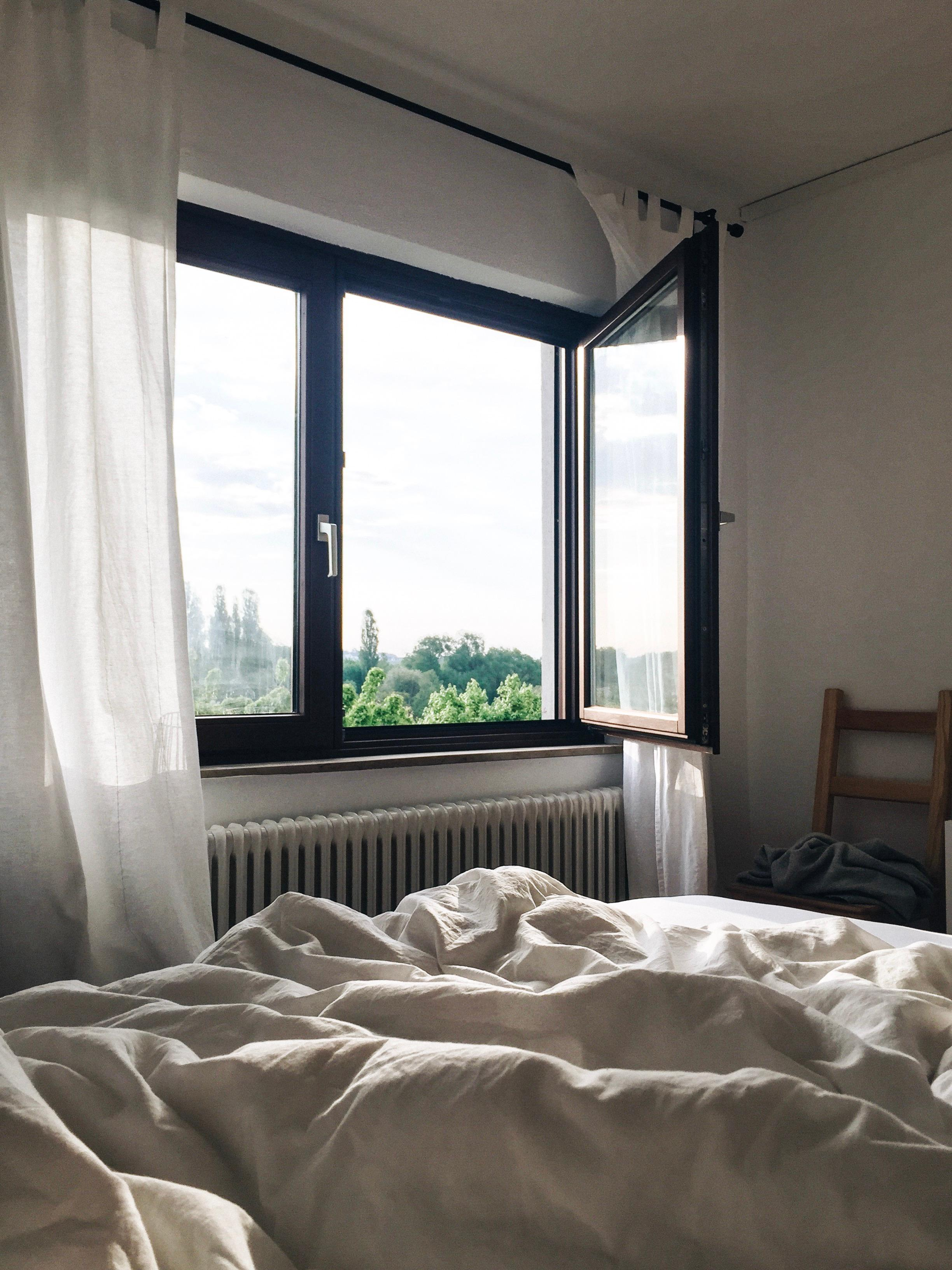 Guten Morgen. 🌿 #bedroom #interior #home #schlafzimmer #view #favouriteview #whiteinterior #chair #goodmorning