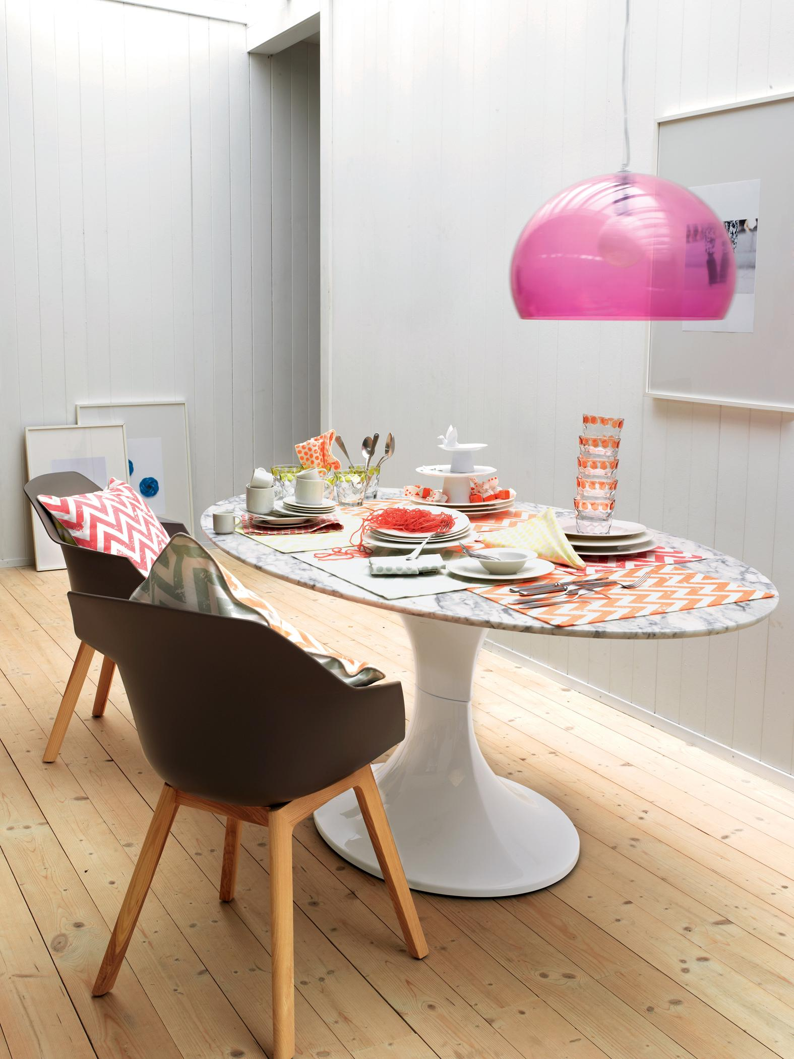 Hängeleuchte In Pink Stuhl Geschirr Lampe Tisch