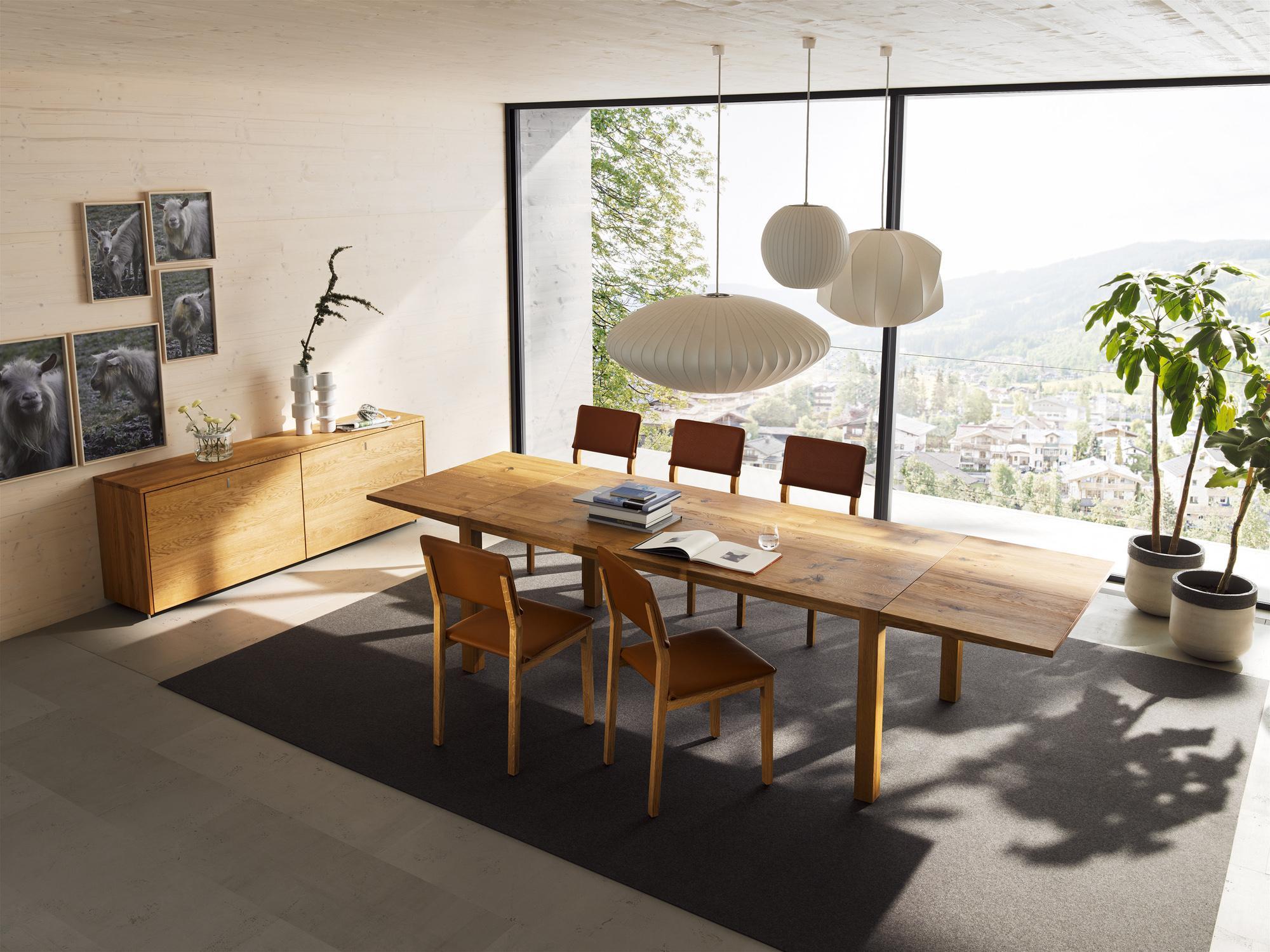 hngeleuchten trio ber dem esstisch holztisch esstisch sideboard holzstuhl esszimmerteppich - Teppich Unter Esstisch