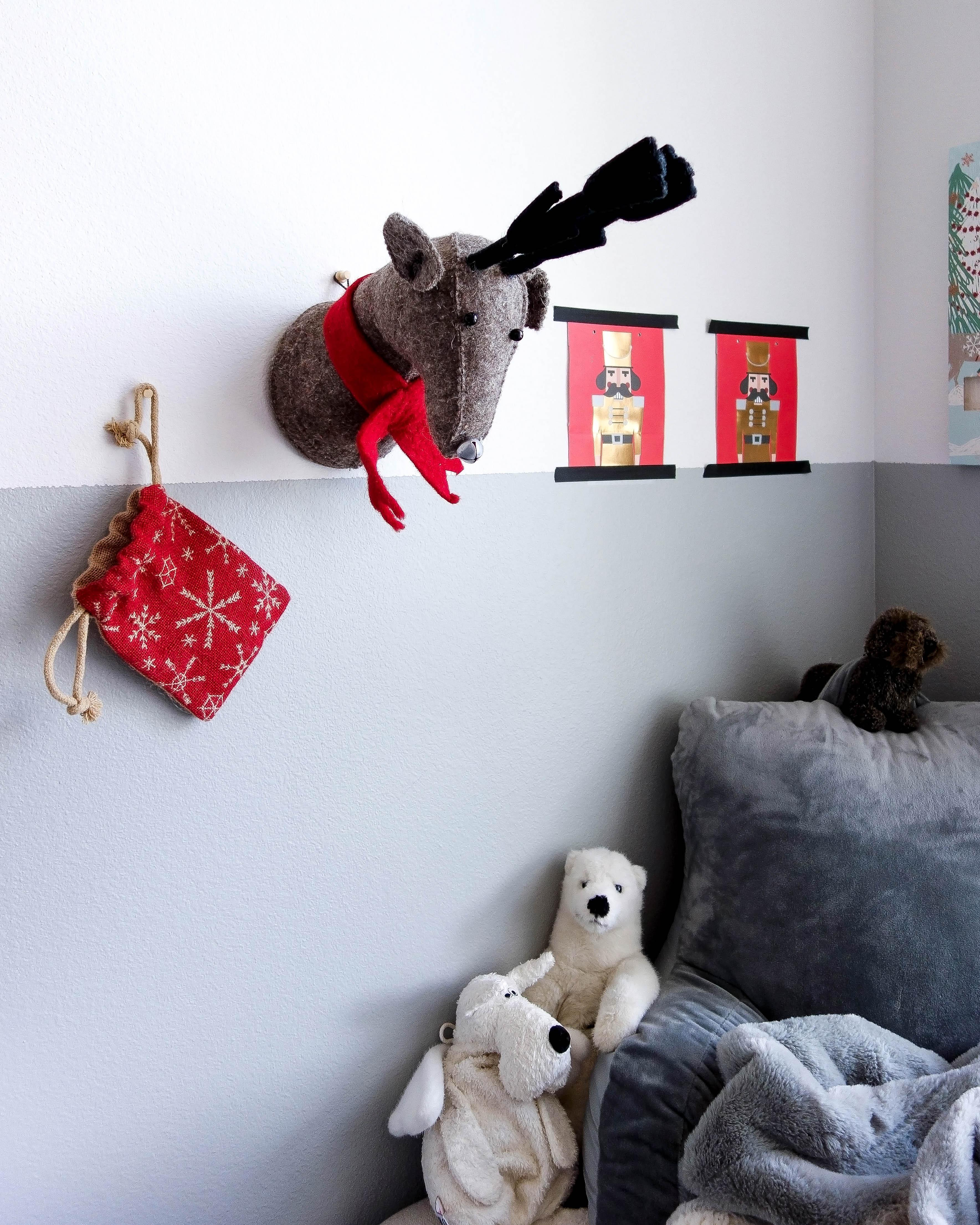Weihnachtsdeko Kinderzimmer.Hängt Ein Elch An Der Wand Weihnachtsdeko Kind