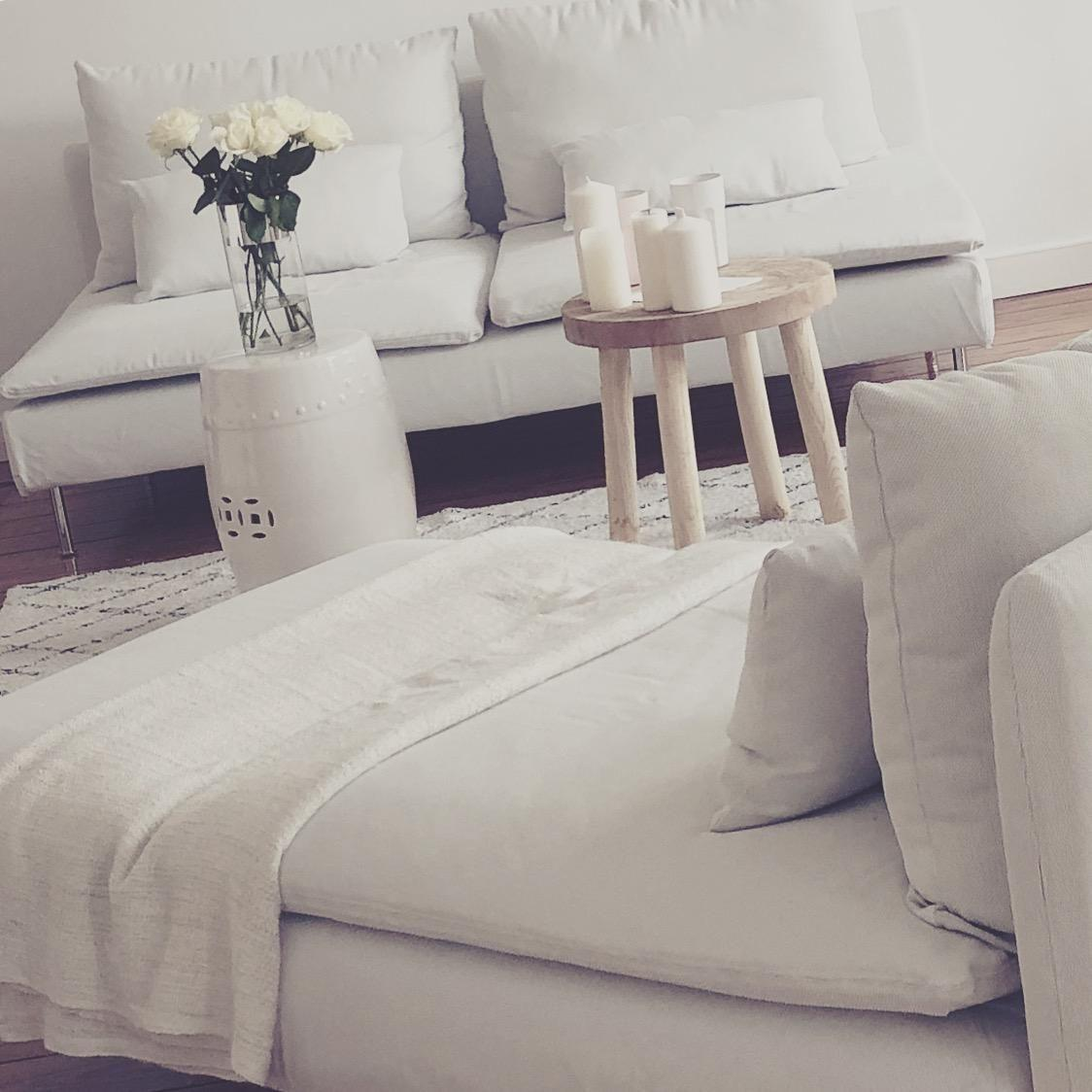Happy friday  living interior couch home white wohnzimmer altbau flower style cozy  1139a26c b71c 4f12 8c90 860d3abeb1a6