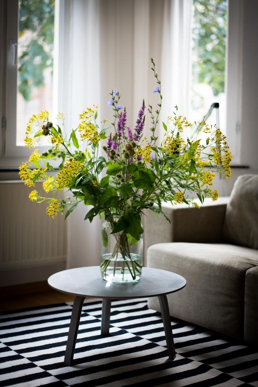 Happy FRIDAY! #freshflowers #wildflowers #wohnzimmer #interiorinspo #flowersmakemehappy