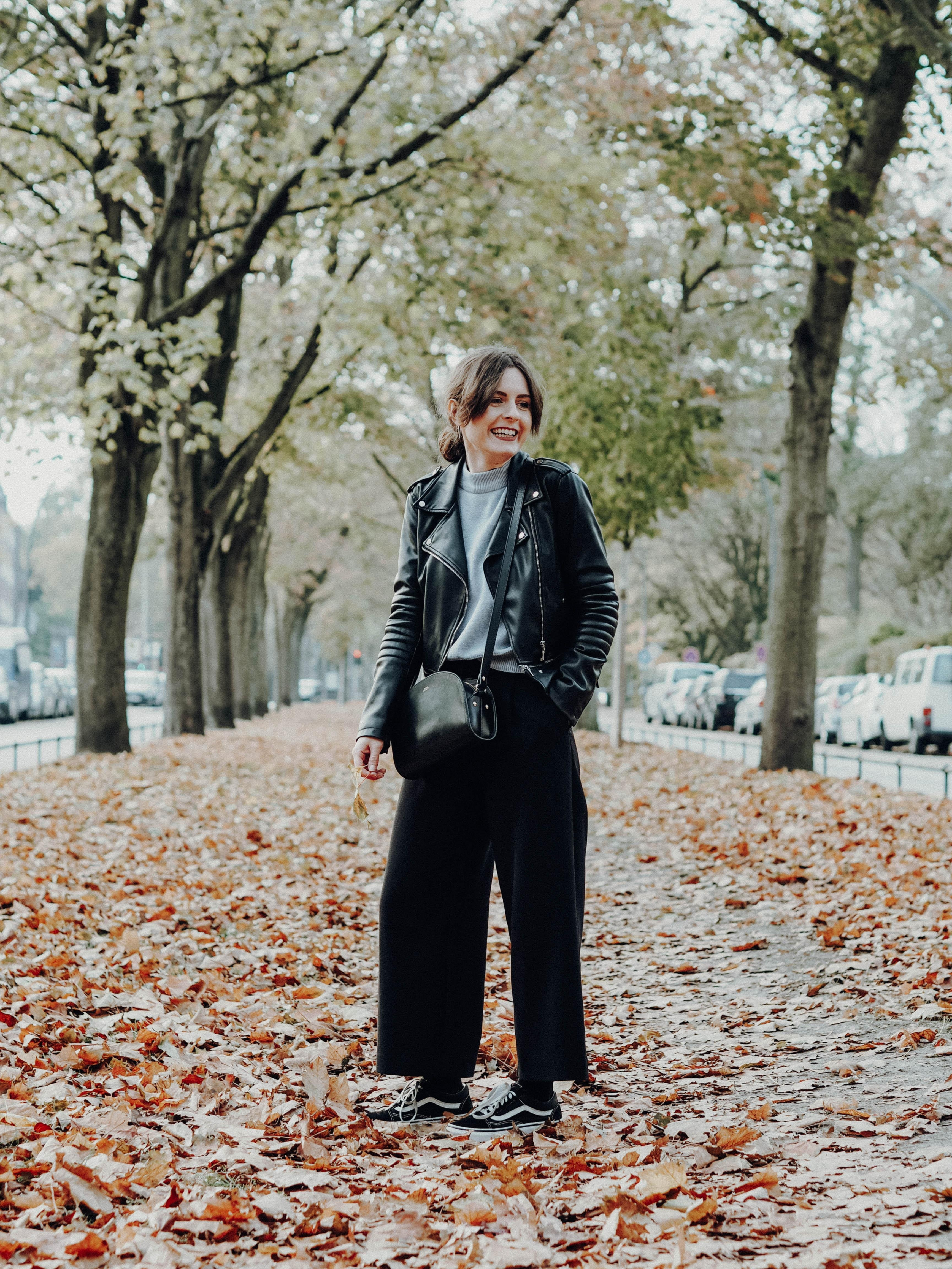 Happy im herbst herbstoutfit culotte lederjacke ootd outfit fashion handtasche  54927f28 f7e1 4041 8ed1 986119df248e