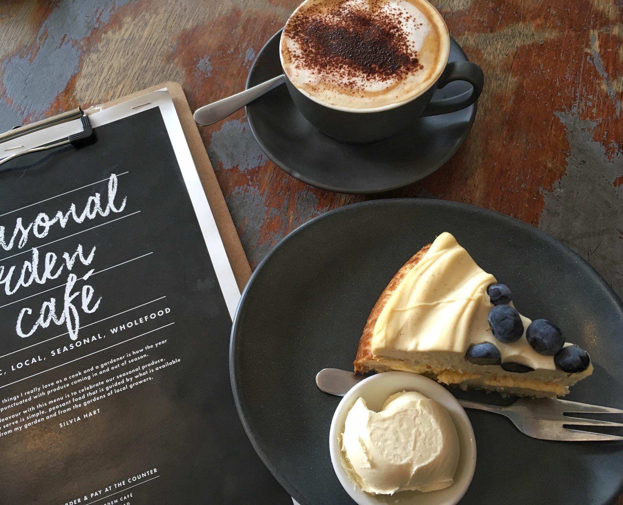 Happy sunday  sundayessentials coffeelover cheesecake kaffeekraenzchen  3ae158d2 210b 4c01 ac32 619153b06db6