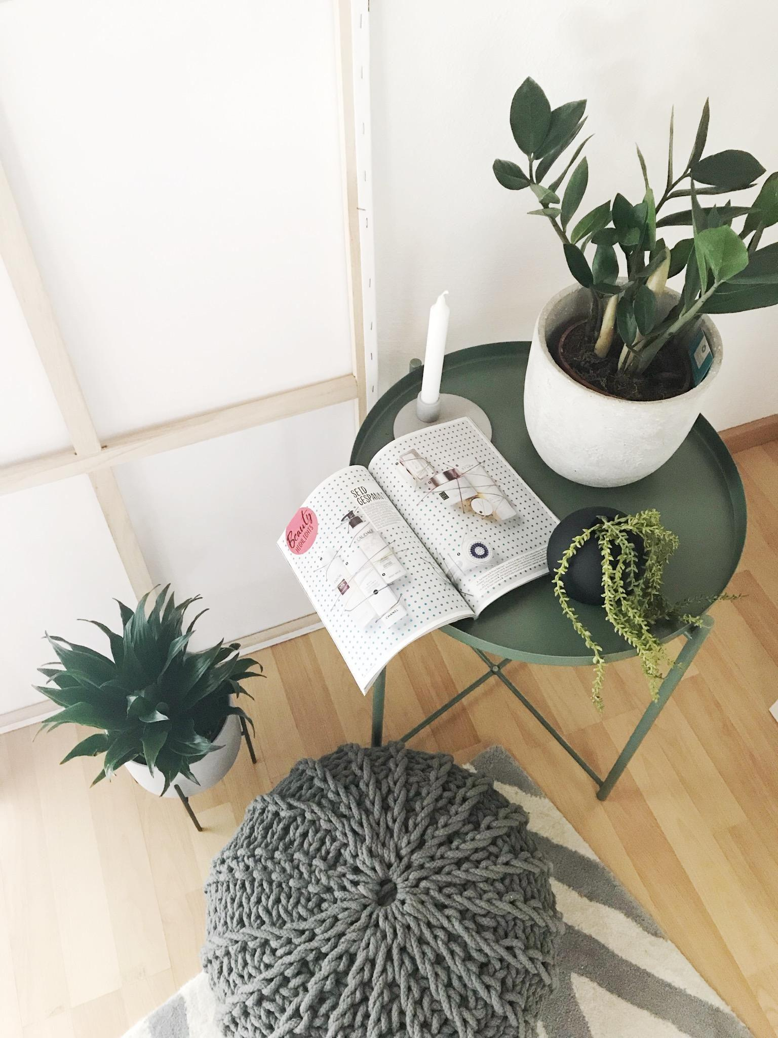 Happy Sunday! My little #urbanjungle #greenliving #livingroom #beistelltisch #skandi #wohnzimmer #grün #cosy #living