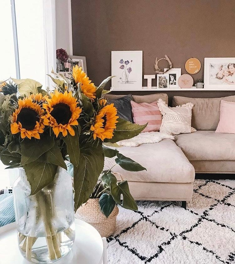 Happy weekend 🌻 #friyay #fresflowerfriday #wohnzimmer #livibgroom #couch