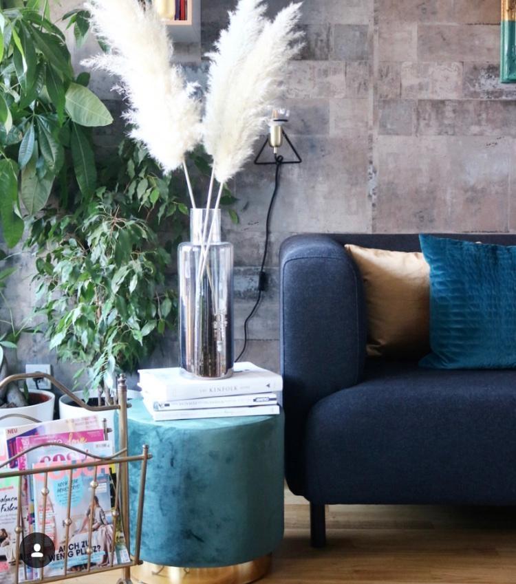 wohnzimmer interior pampasgrass couchstyle grun sofa