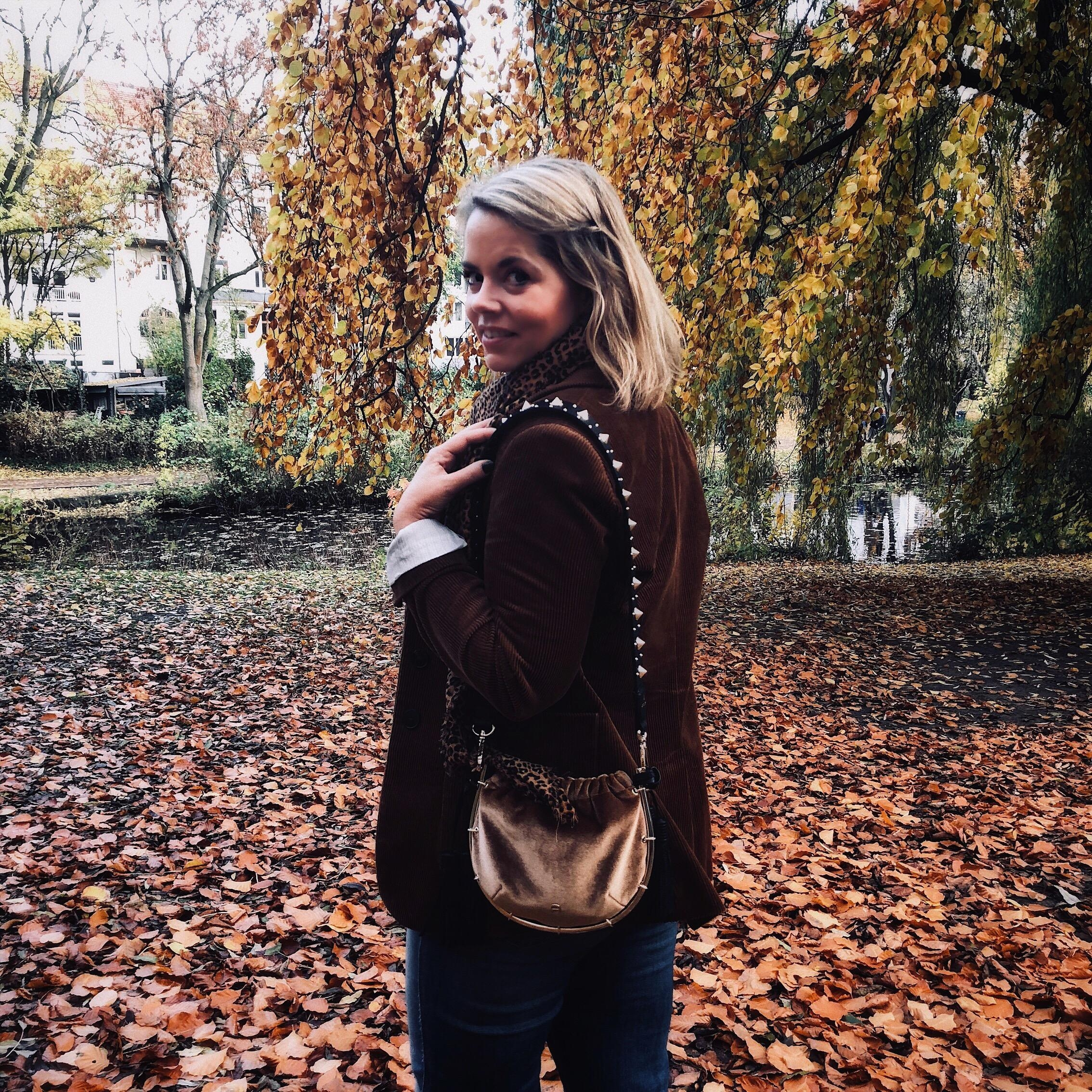 Herbstliebe #autumn #fashioncrush #blonde #streetstyle #herbst #portrait #happygirl #hamburg