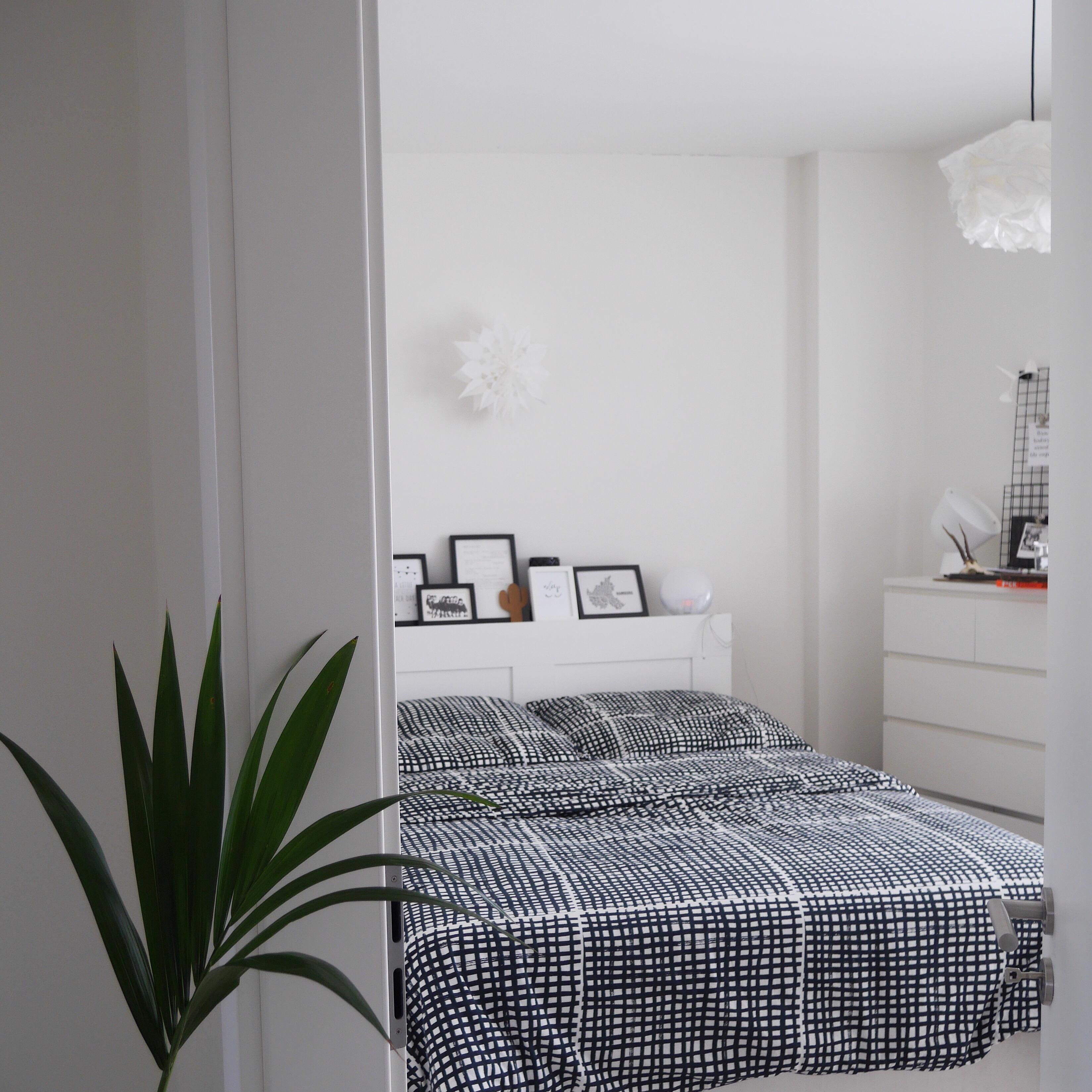 Hier Ein Kleiner Einblick Ins Schlafzimmer :) #bedroom #whiteinterior  #blackandwhite #interiordesign