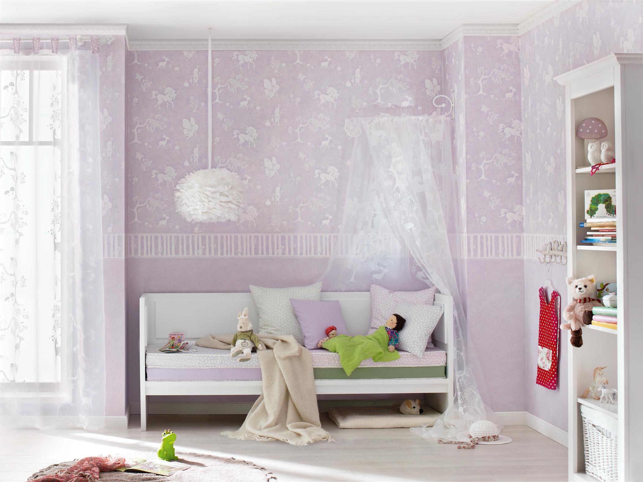 Babyzimmer wandgestaltung mädchen  Himmelbett im Mädchen-Kinderzimmer #wandgestaltung #... • COUCHstyle