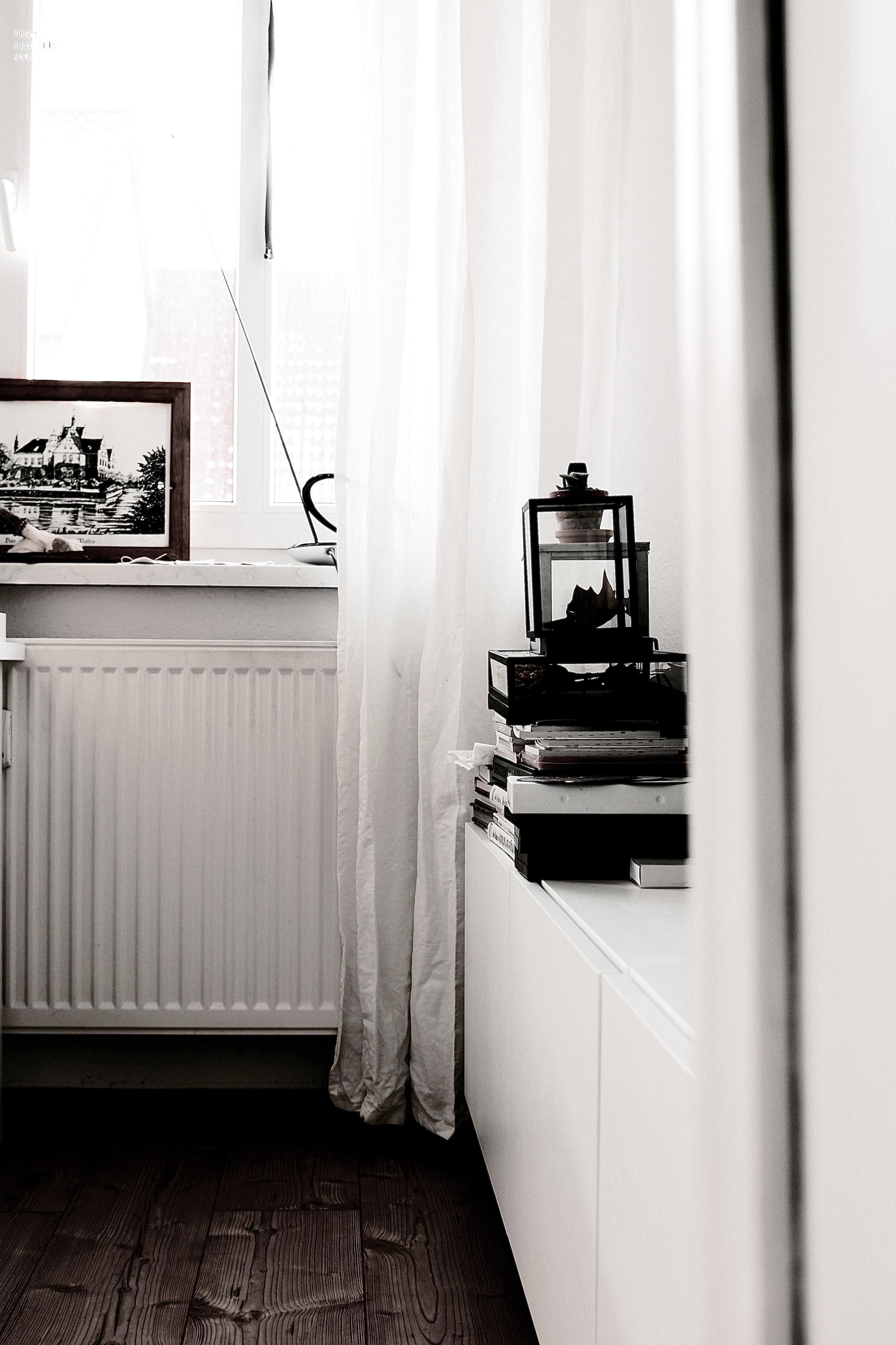 Hochgestapelt #wohnzimmer #altbau #heizung #ikea #laminat #vitrine  #zeichnung ©