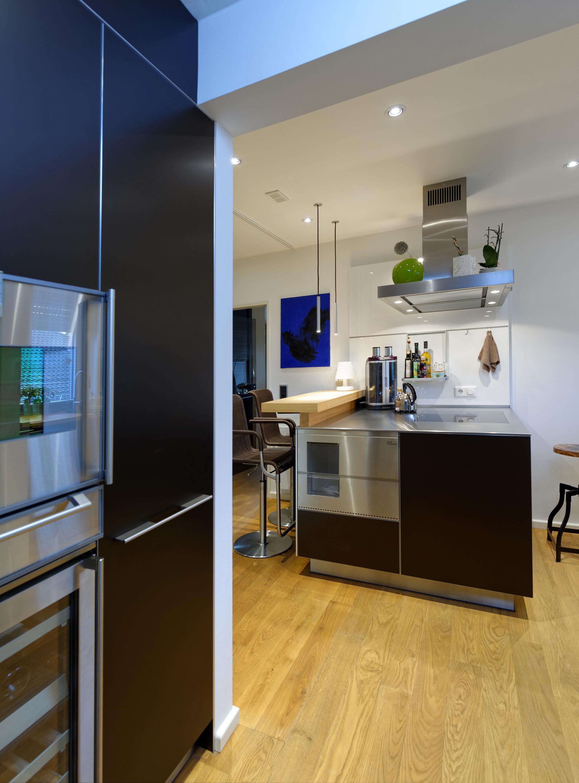 Hochschränke und Kücheninsel #küche #bar #dunstabzug...