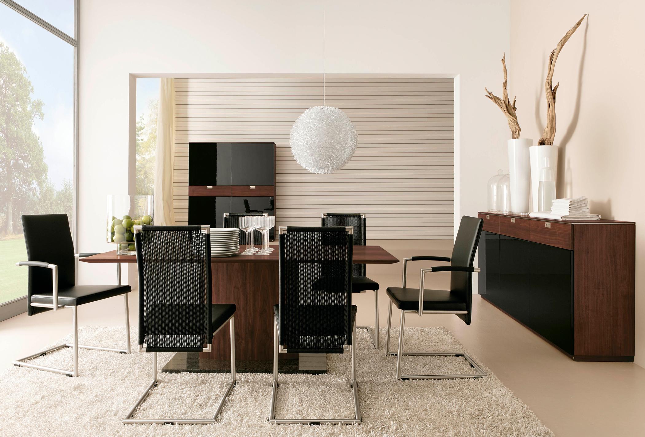Holztisch Und Esszimmerstühle #holztisch #highboard #esszimmerstuhl © Musterring