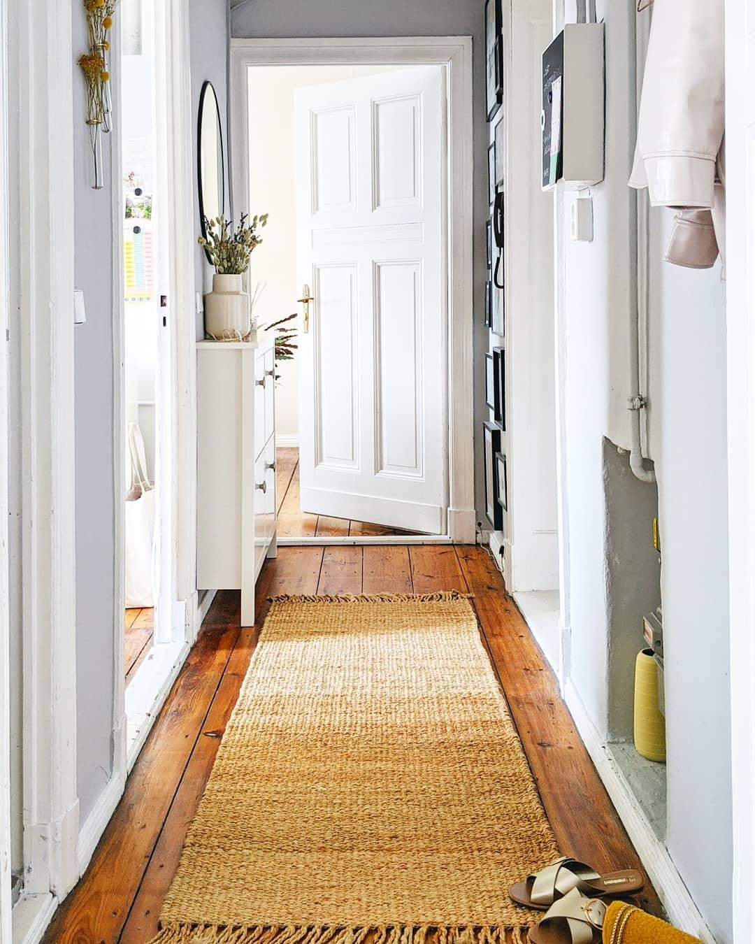 Home is where your ❤️ is. #couchstyle #hallway #entry #entryway #altbau #flur #scandistyle