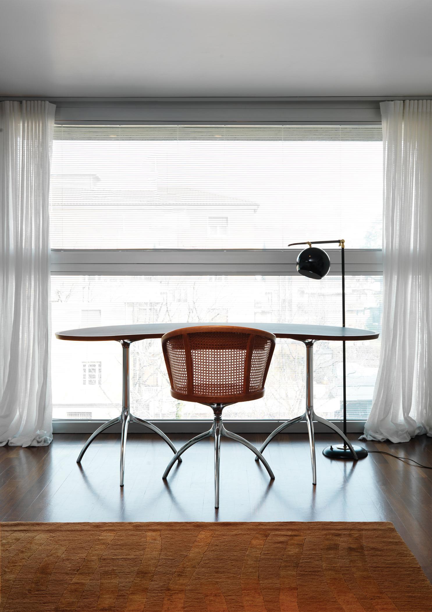 Home Office Mit Ausblick #schreibtisch #teppich #schreibtischstuhl #gardine  #metallschreibtisch ©Alias