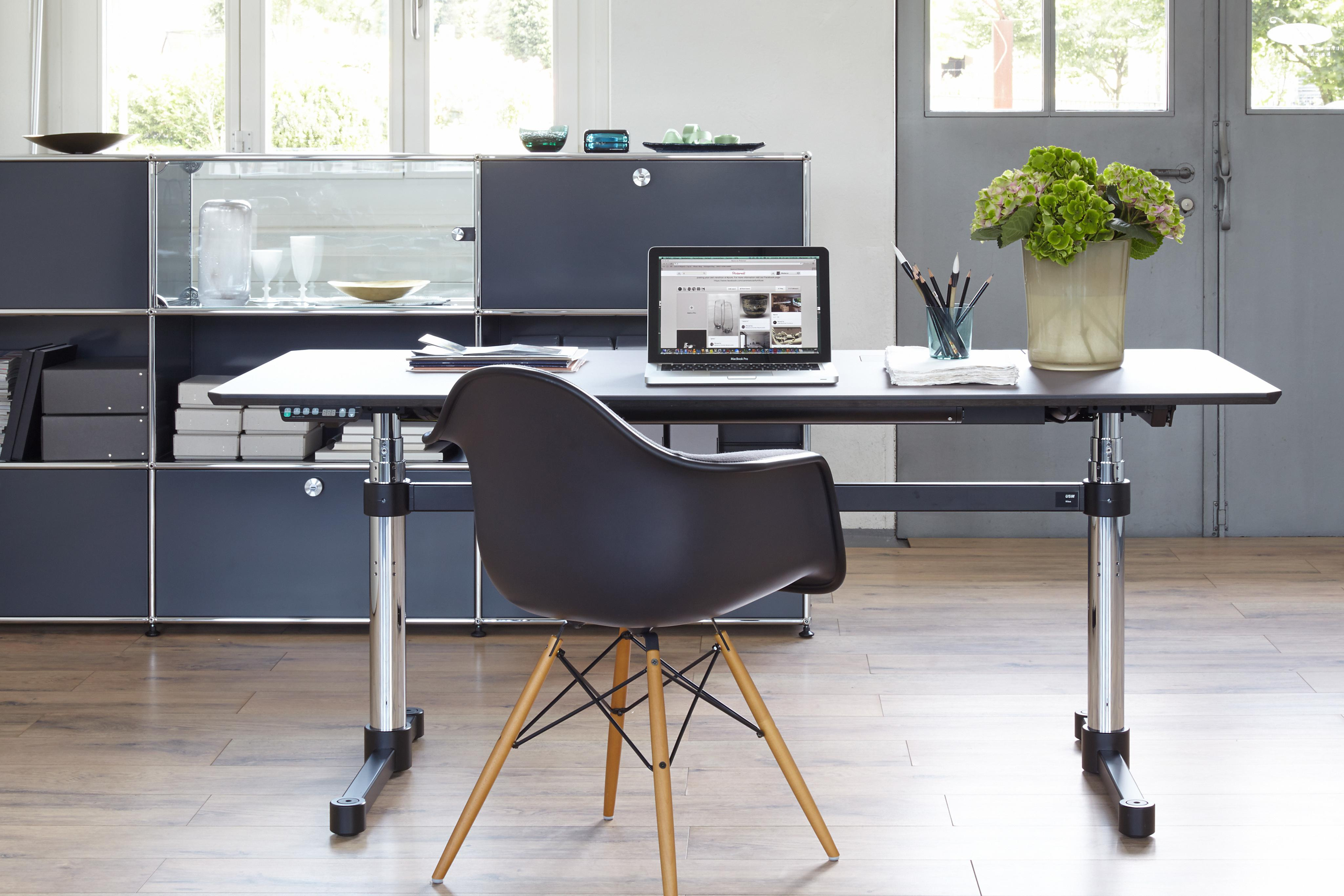 home office schreibtisch regalsystem usm couchs. Black Bedroom Furniture Sets. Home Design Ideas