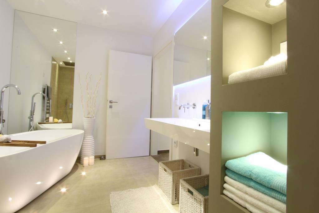 Home Staging Badezimmer #badewanne #badezimmer ©Hemmer Isabella