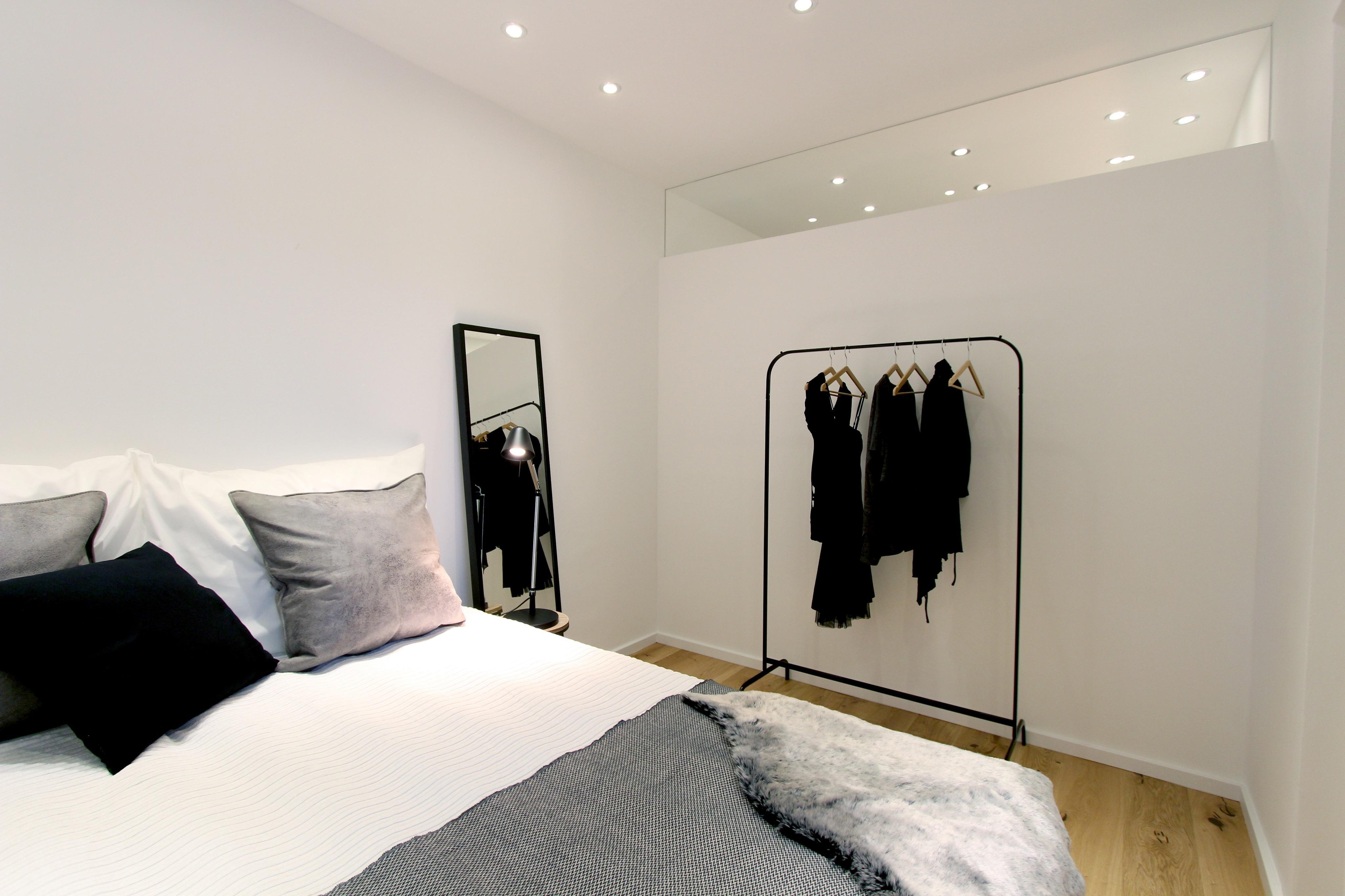 Kleiderständer Schlafzimmer home staging schlafzimmer bett kleiderständer ebe