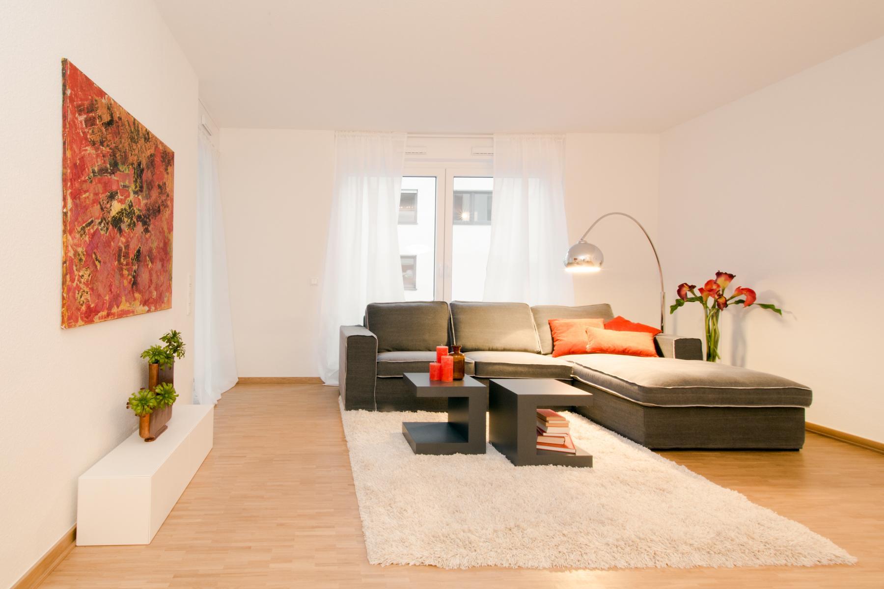 Home Staging Wohnzimmer Couchtisch Beistelltisch