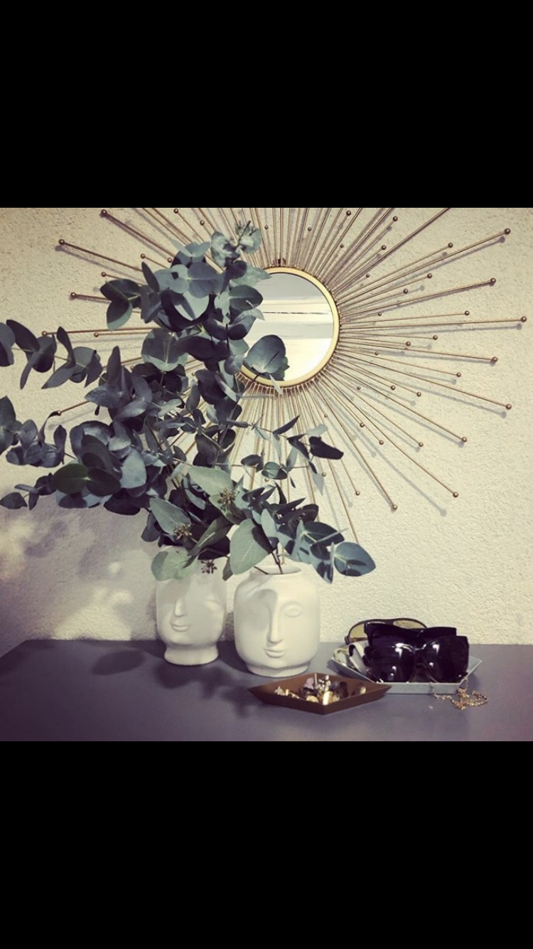 HOME SWEET HOME 🖤 #flur #welcomezone #eucalyptus #mirror #iseefaces #decoration #livingchallenge