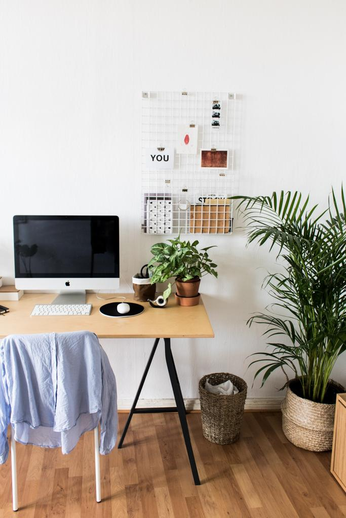 Homestory No. 2 - Home Office + Greenery #arbeitsplatz #zimmerpflanze ©doitbutdoitnow