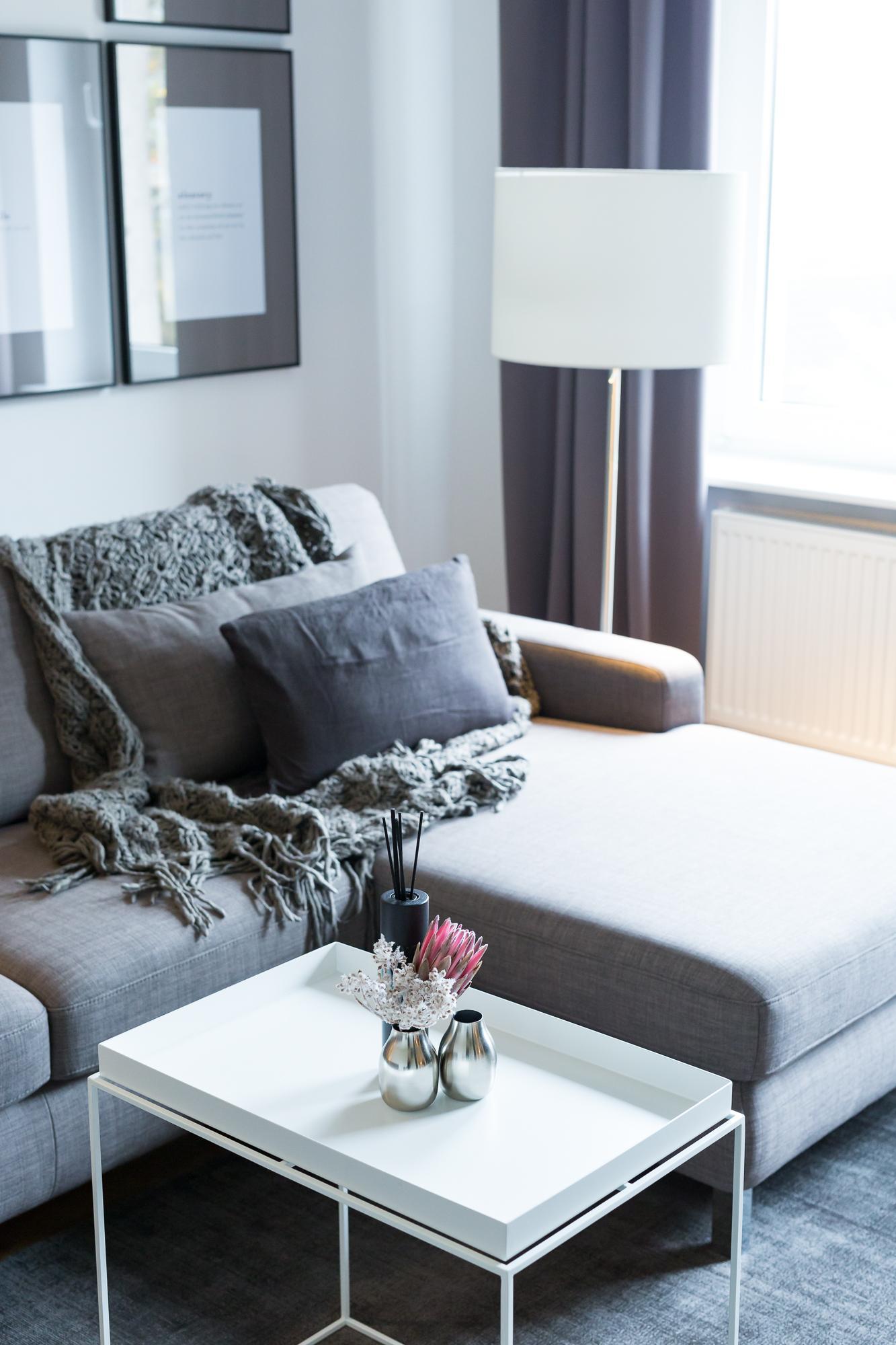 Charming #homestory #wohnzimmer #sofa #hygge #coffeetable #wanddeko #grau Nice Design