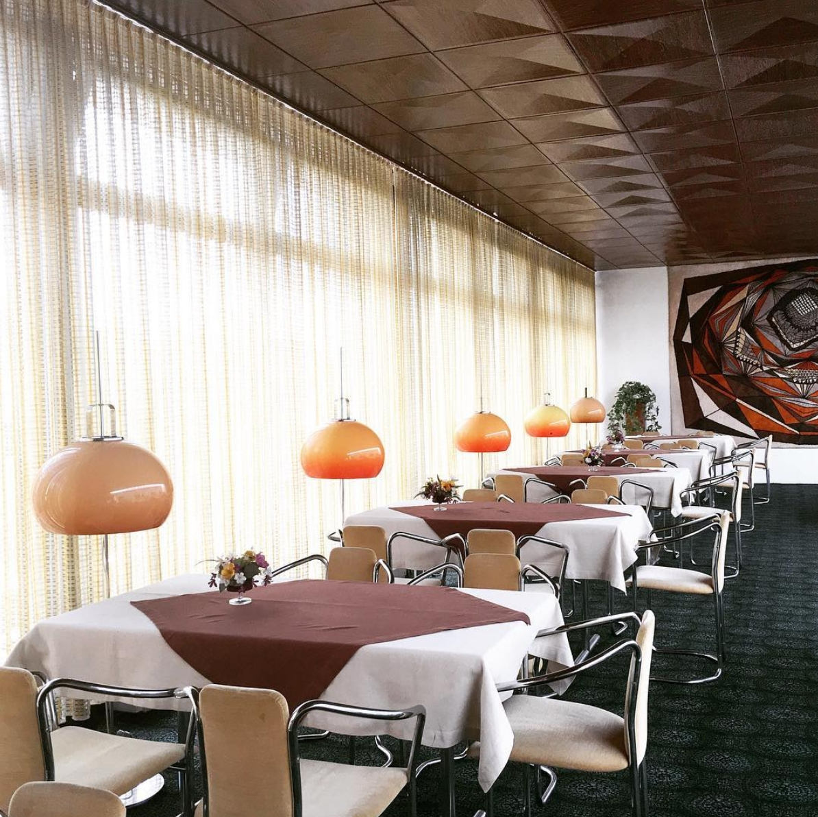 Hotel love! #diningroom #productdesign #vintagelove #architecture #interiordesign #Parkhotel1970 #interior #70s