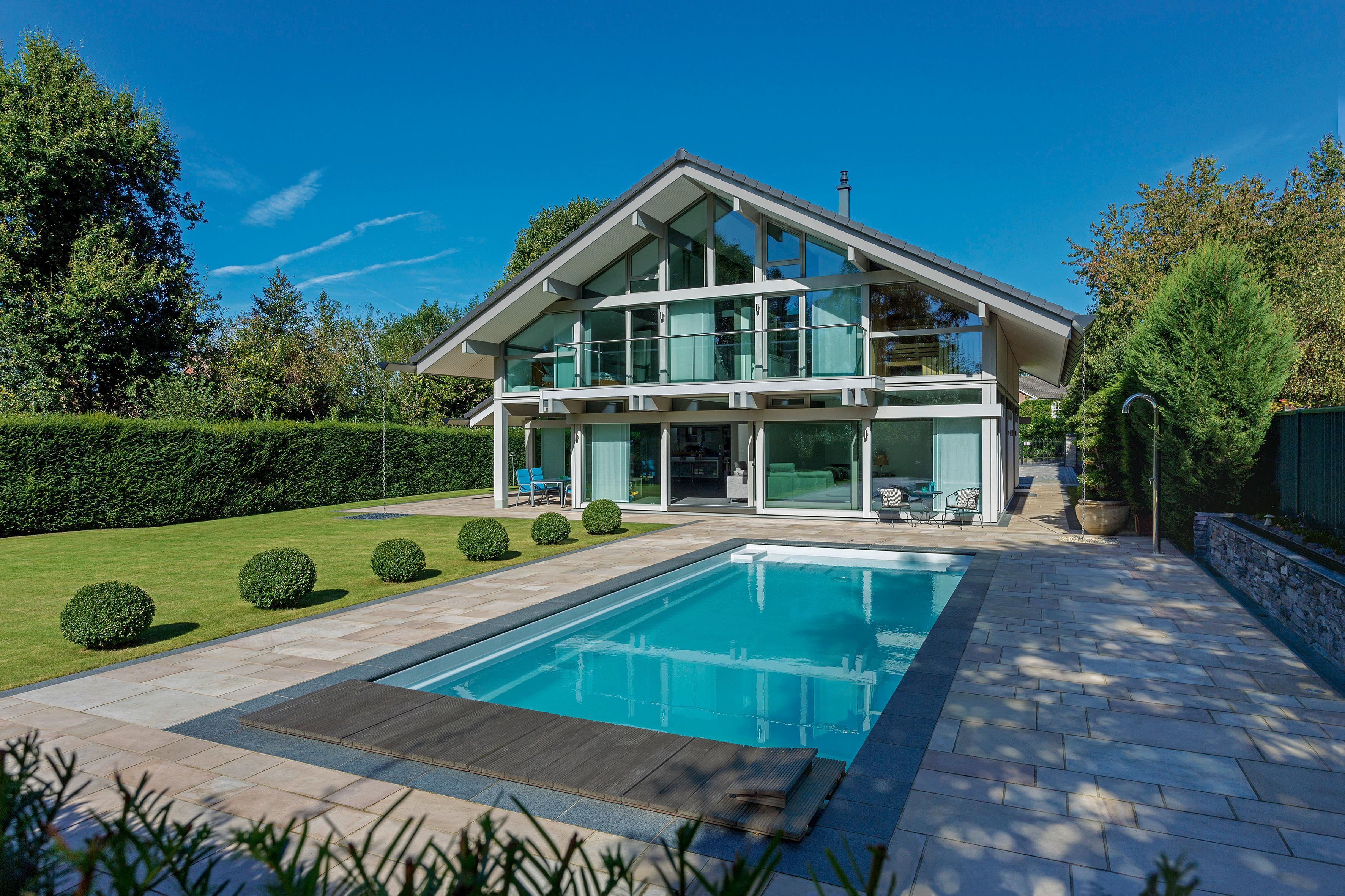 HUF HAUS Mit Pool Und Garten Fensterfront Terrasse Designhaus Hausfassade