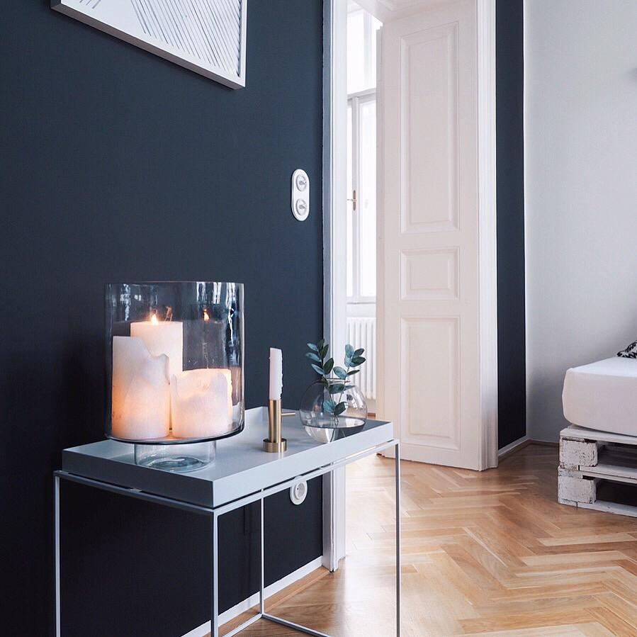 i love simple stylings ❤️ #hygge #altbau #blackwall #schwarzewand #interior #traumzuhause #athome