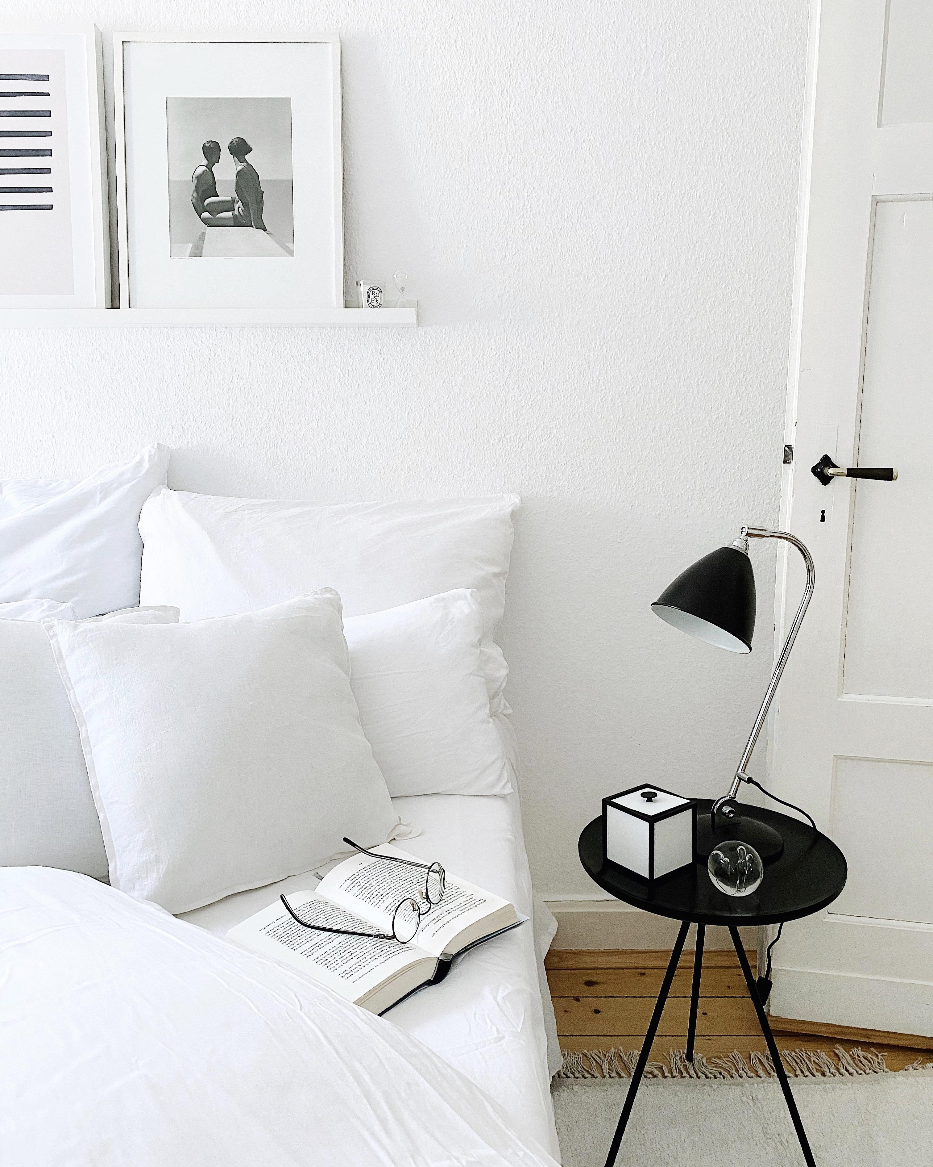 In the white room altbau altbauliebe bedroom allwhite  5e3065bf edfc 4e02 b7c7 14b6124c0a4a