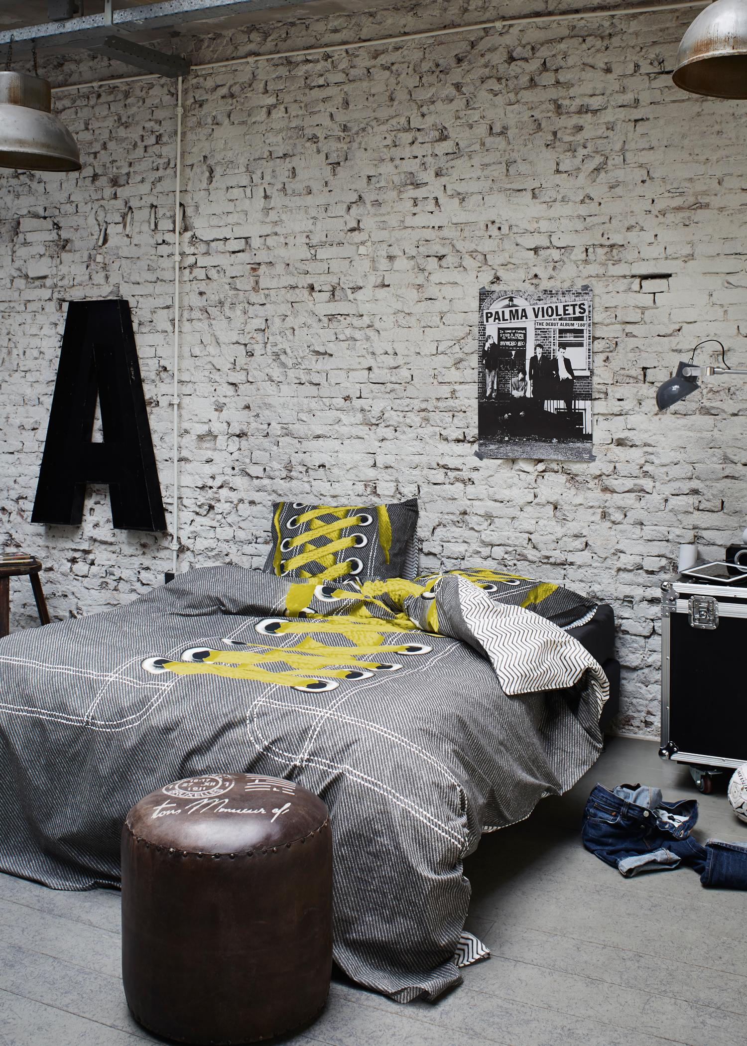 Industrie-Look im Schlafzimmer #bettwäsche #jugendzimmer #wanddeko #grauerbodenbelag #jugendbett ©Essenza Home/Covers & Co
