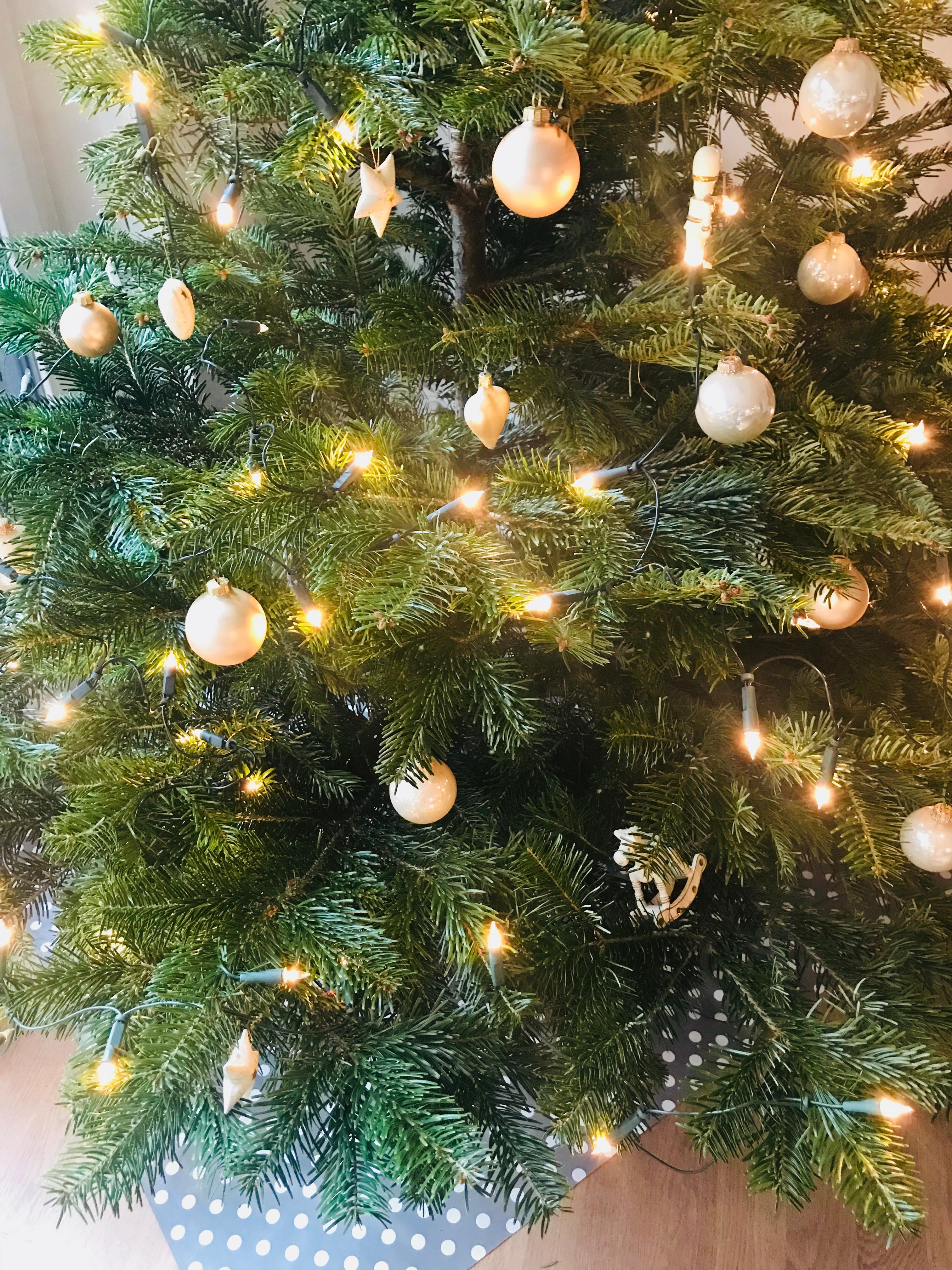 ist der weihnachtsbaum bei euch auch sch n geschm ck. Black Bedroom Furniture Sets. Home Design Ideas