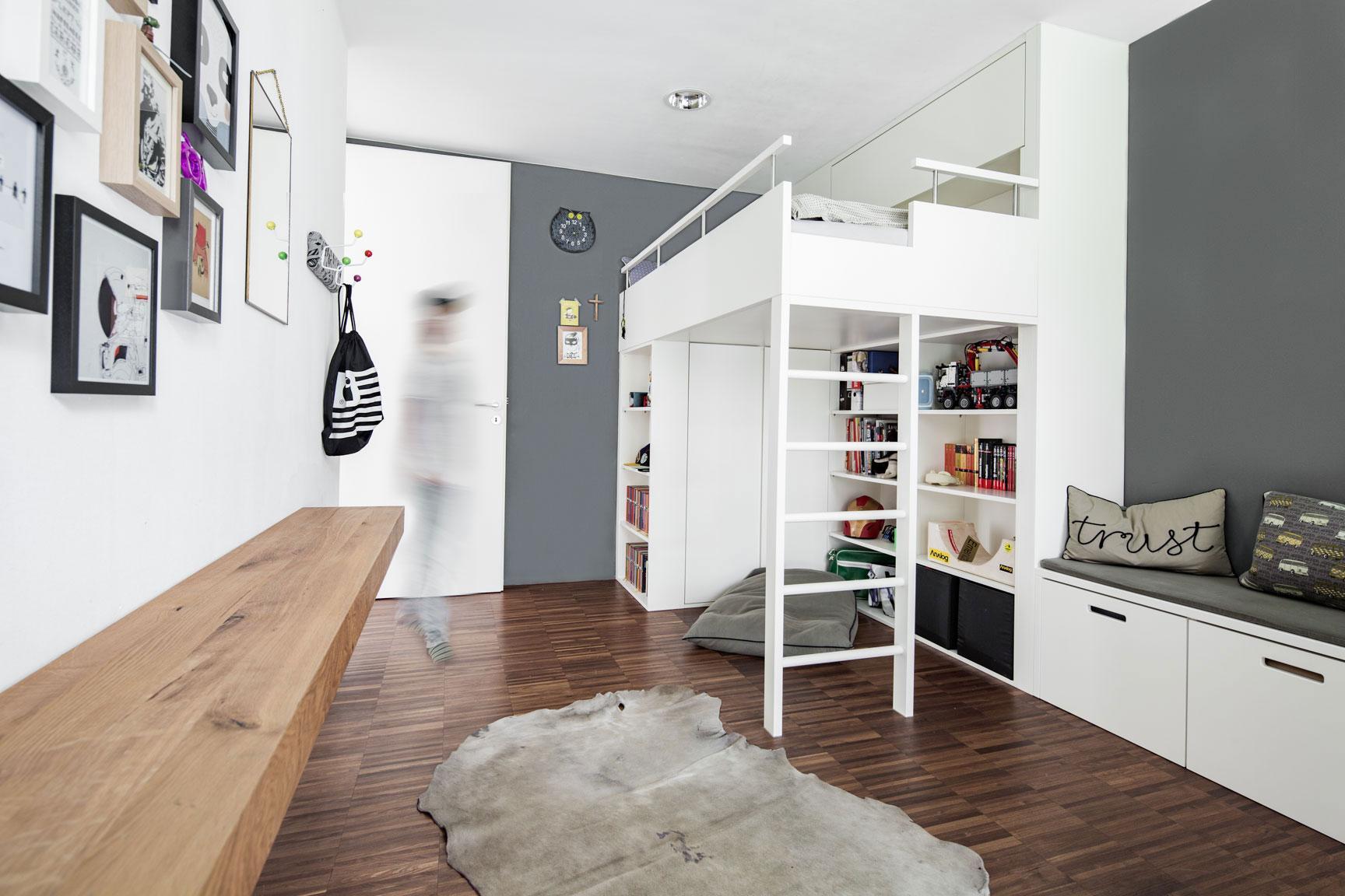 Hochbett bilder ideen couchstyle for Jugendzimmer regal