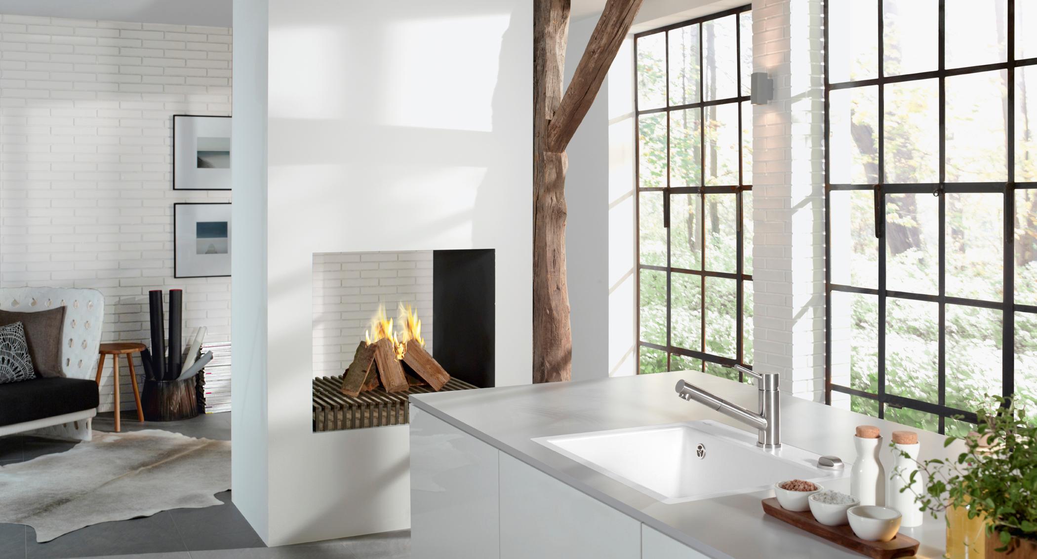Kamin als Raumteiler #fensterfront #küche #teppich #...