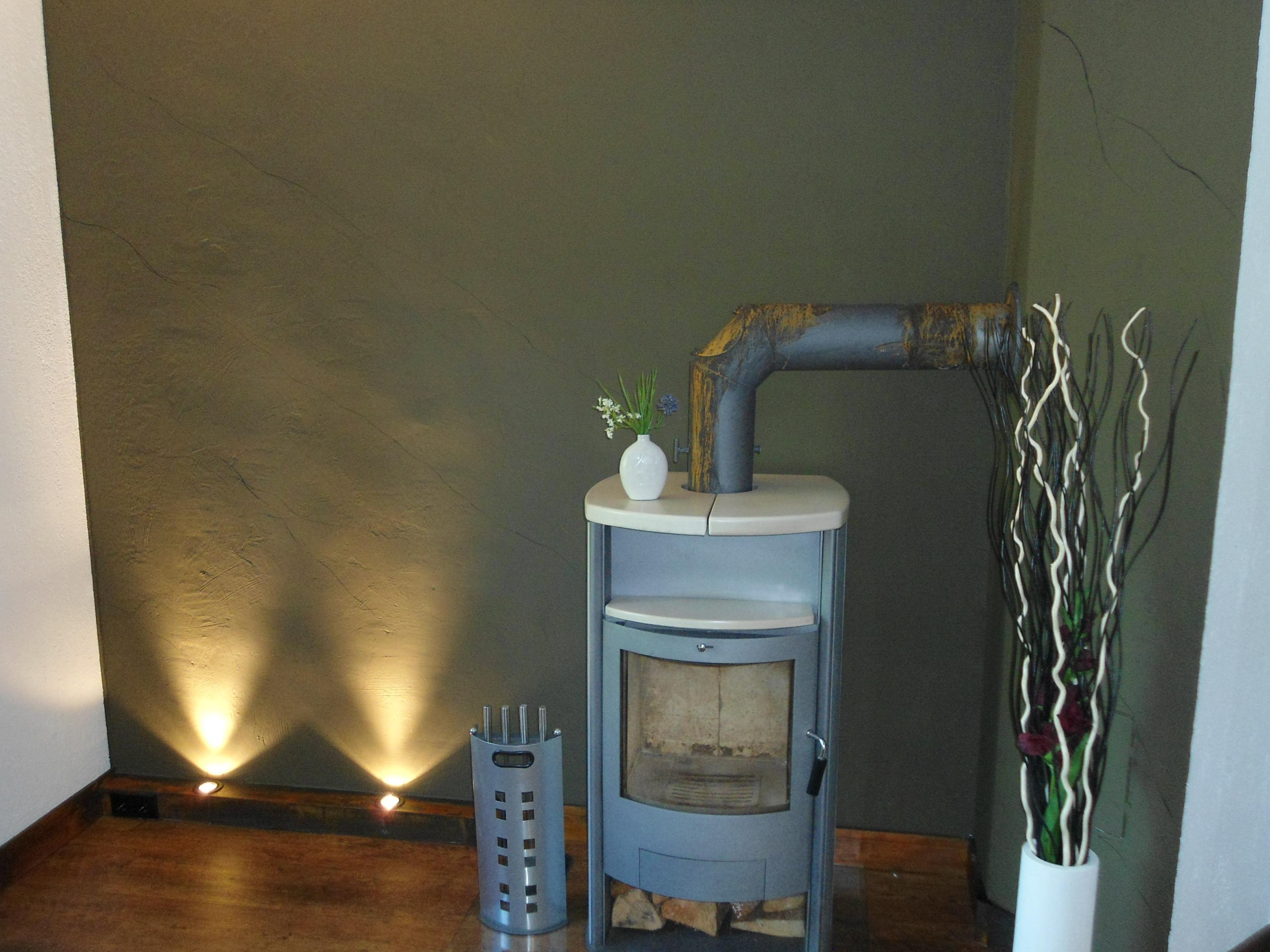 Gr ne wandfarbe bilder ideen couchstyle - Wandfarbe kamin ...