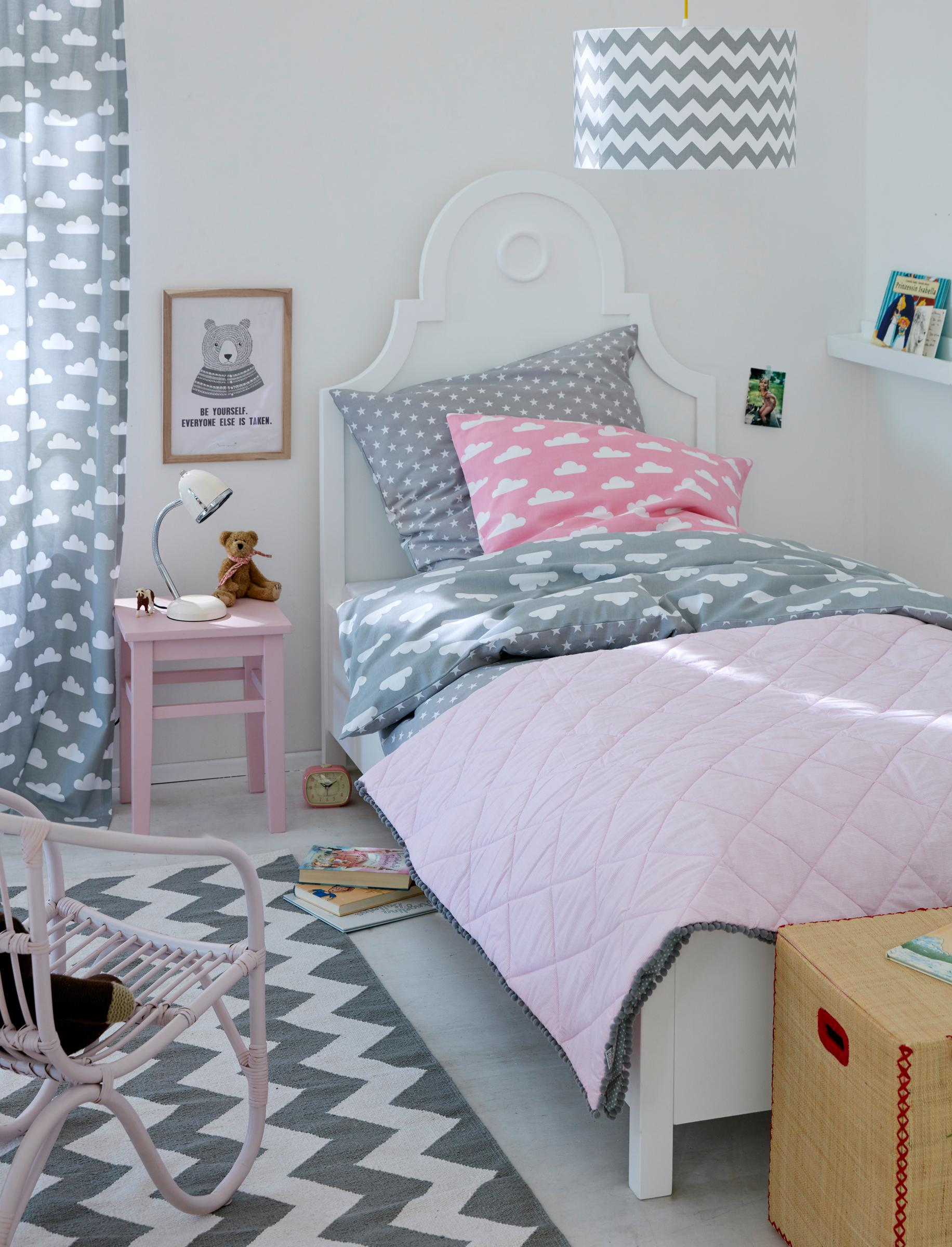 kinderzimmer in grau rosa kinderbett m dchenzimmer. Black Bedroom Furniture Sets. Home Design Ideas