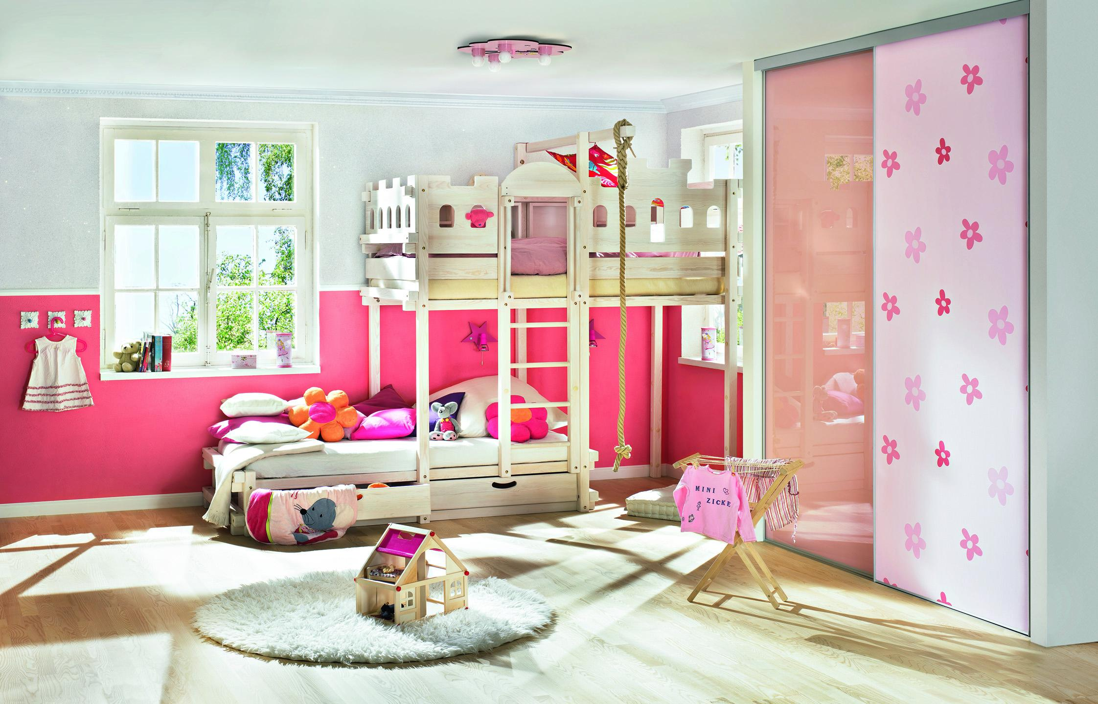 Kinderzimmer in Pink #kleiderschrank #laminat #mädch...