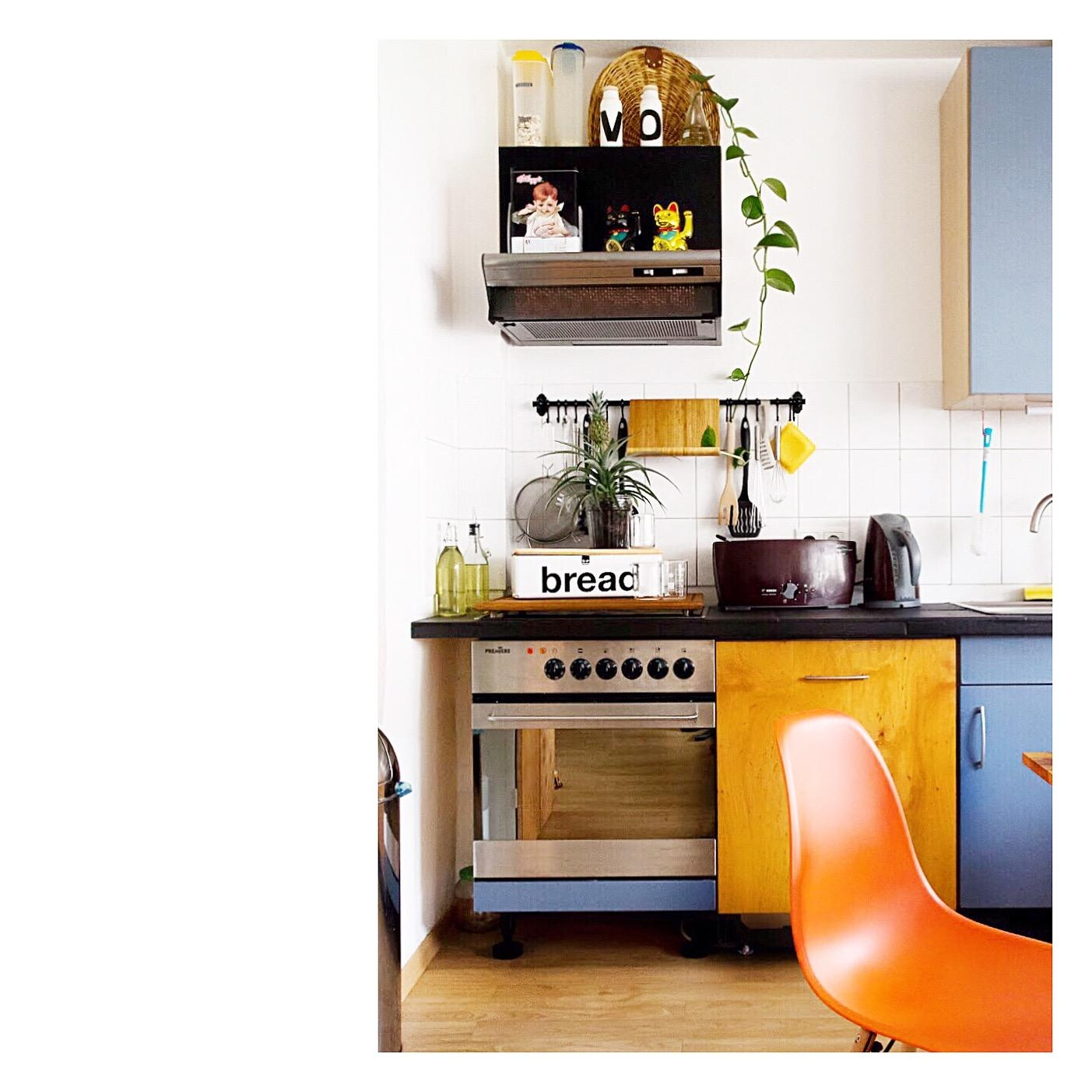#kitchen #black #plants #studentenbude #orange #chair #diy