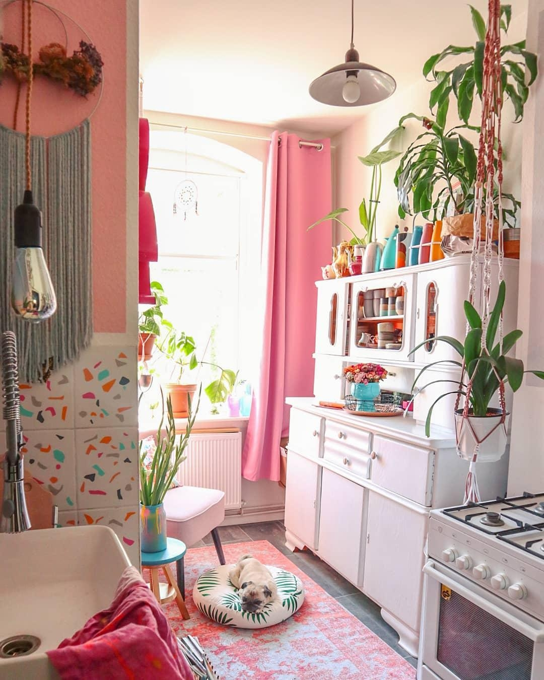 #kitchen #tinykitchen #volorful #pinklover