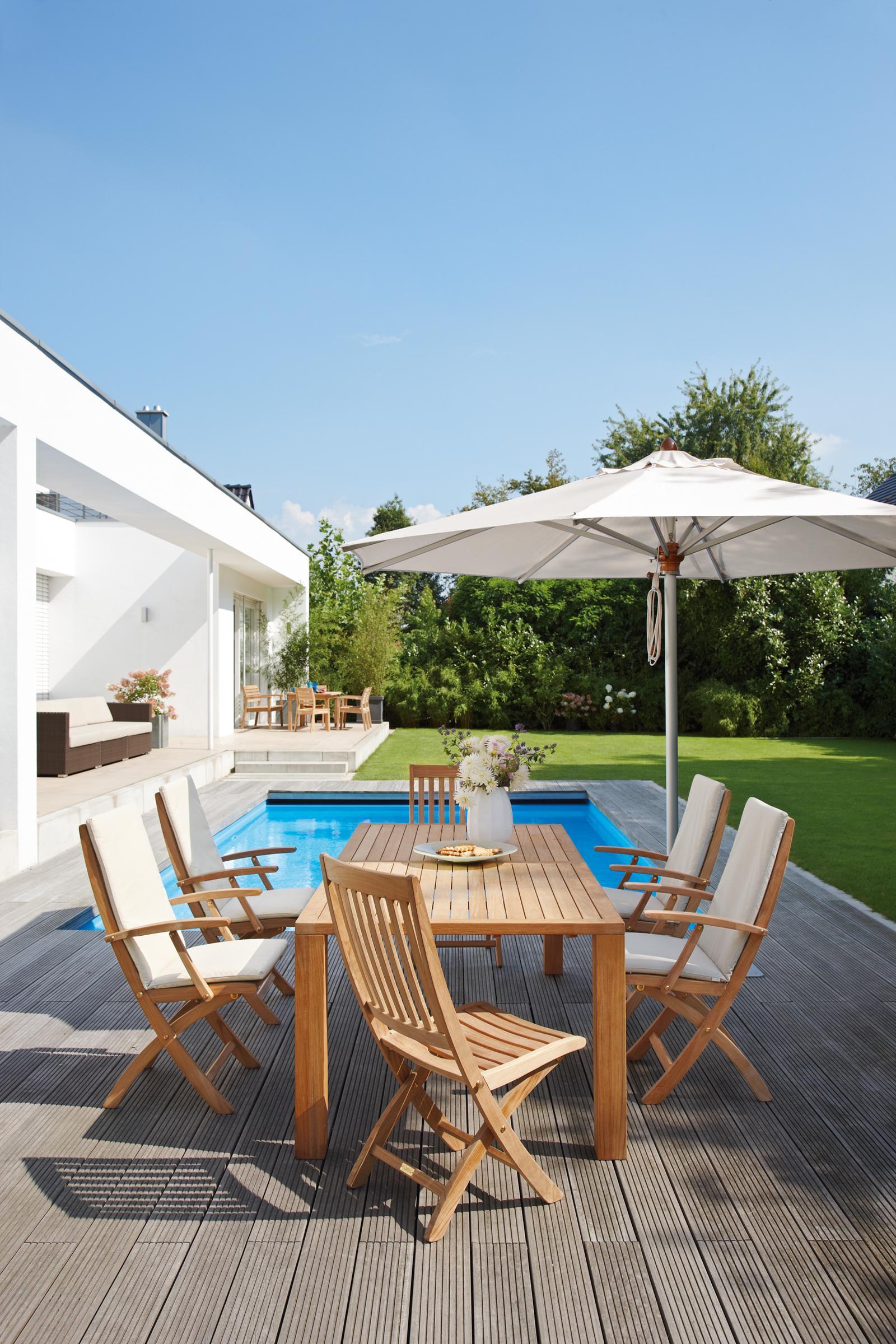 Klappstuhl bilder ideen couchstyle - Holztisch terrasse ...
