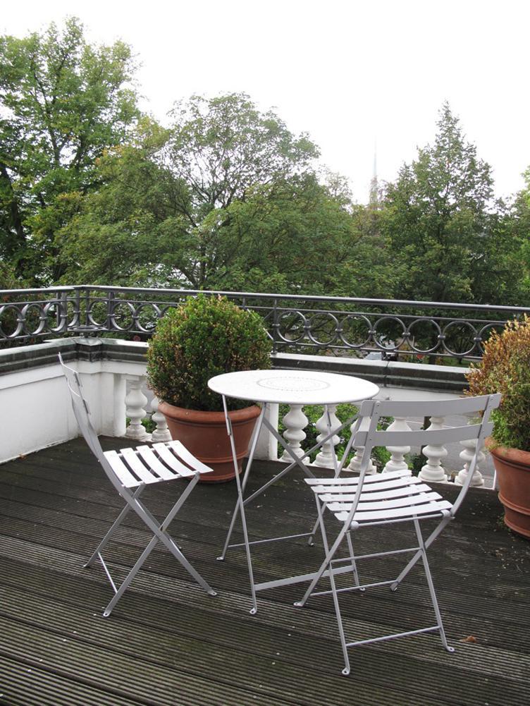Weißes Balkonmöbel • Bilder & Ideen • COUCHstyle