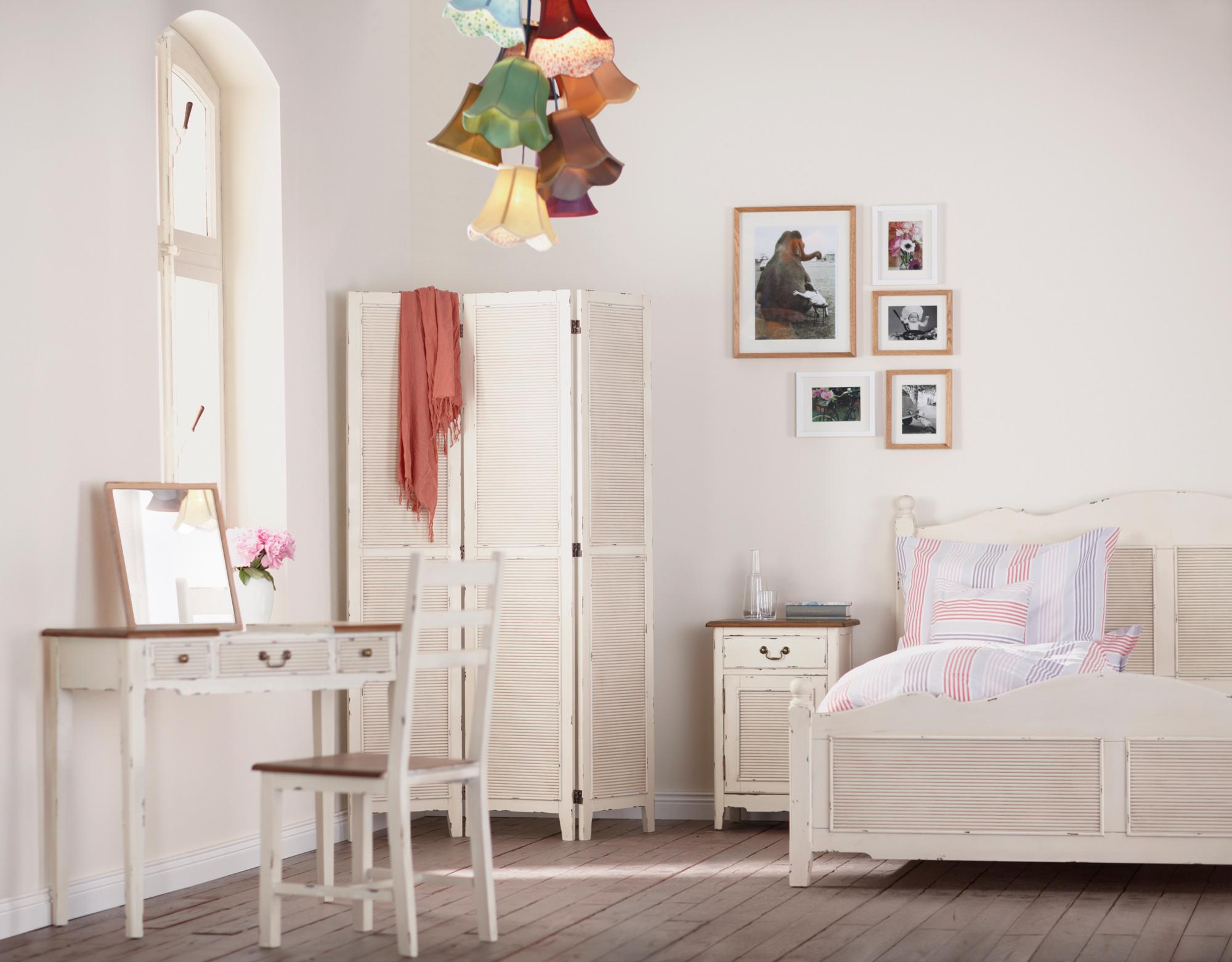 wei er schminktisch bilder ideen couchstyle. Black Bedroom Furniture Sets. Home Design Ideas