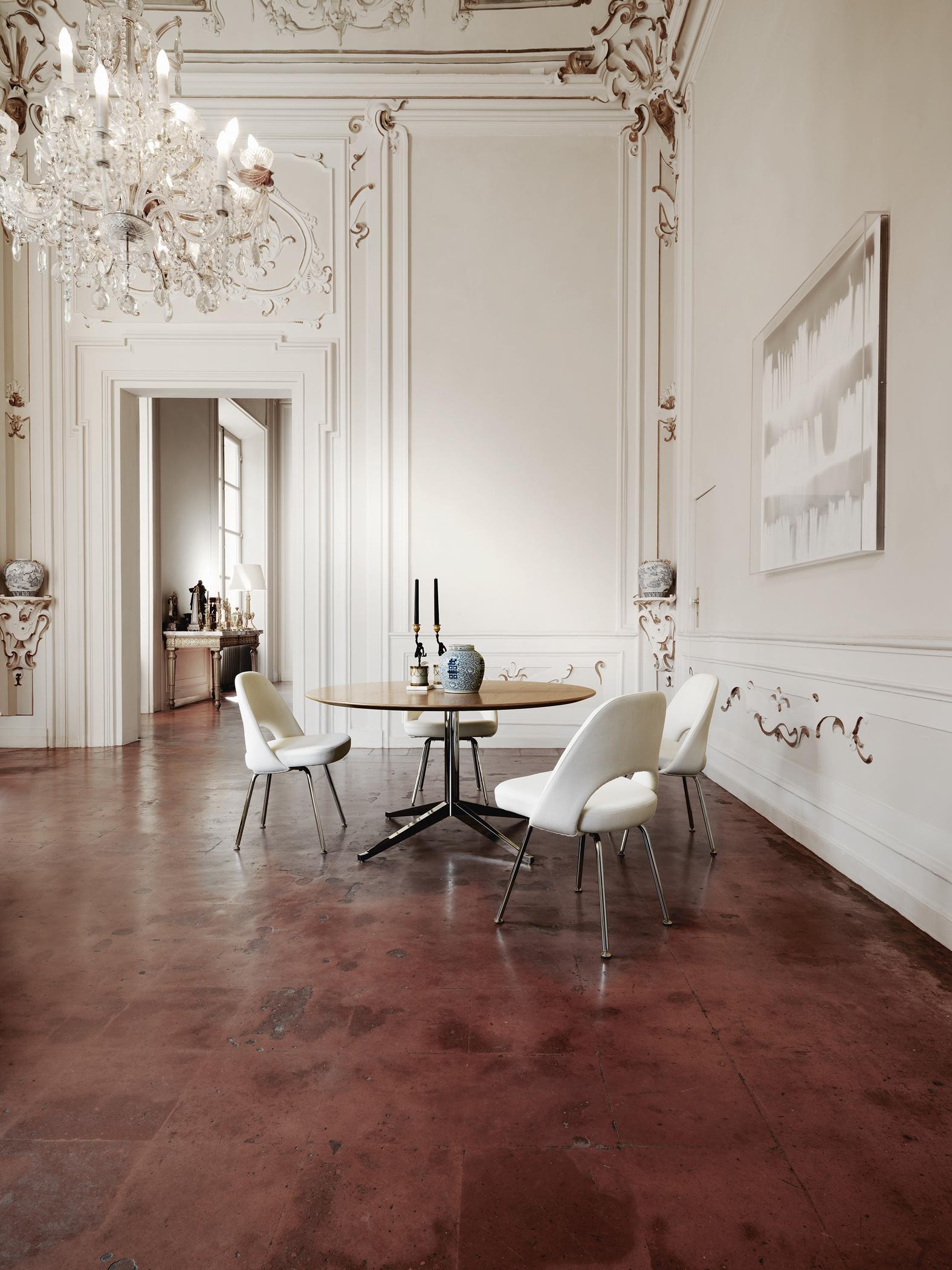 Klassische Sitzecke In Barockem Altbau Holztisch Wohnzimmer Esstisch Kronleuchter