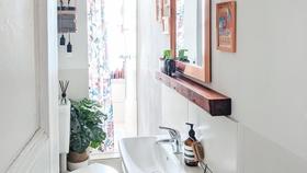 Klein aber fein bathroom kleinesbadezimmer altbau narrowbathroom copper interior homestory  5b6ea8d3 3f0e 4f98 996b e123ba22f921