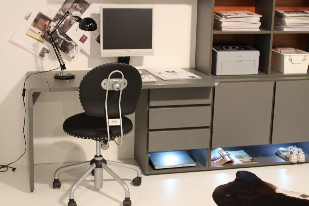 Kleine Gemütliche Arbeitsecke Für Zuhause #büro #computertisch  #schreibtischstuhl #modulregal ©Büromöbel
