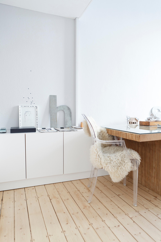Kleiner Arbeitsplatz Im Wohnzimmer #büro #arbeitsplatz #schreibtisch  #altbau #sideboard ©Studio