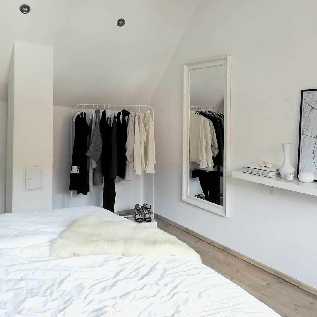 Kleiner Einblick Ins Schlafzimmer... #bedroom #schlafzimmer #scandic  #blackandwhite #
