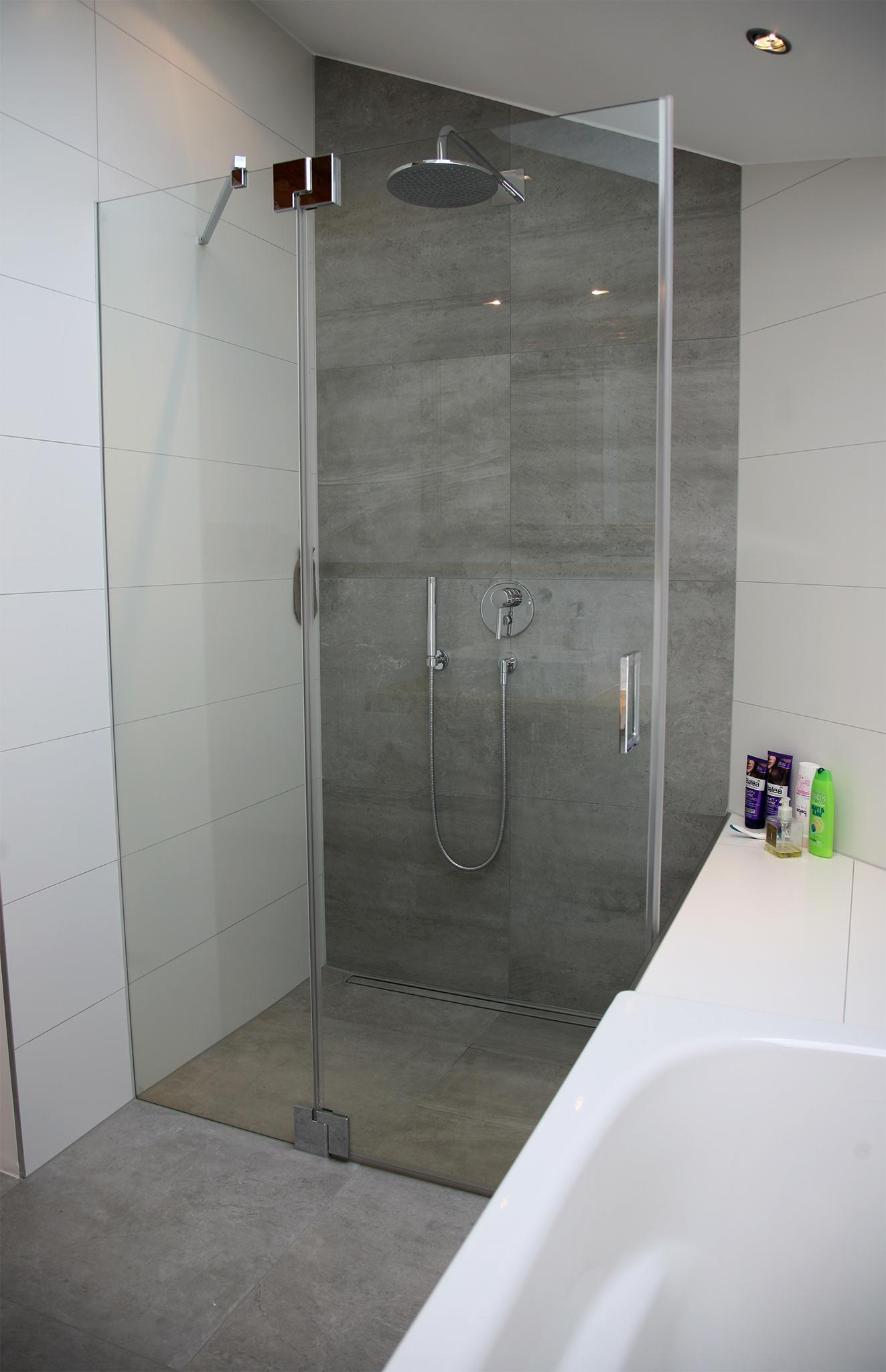 Wunderbar Dusche In Dachschräge Sammlung Von Komfortabel: Die Bodenebene #dachschräge #che #offenesbadezimmer ©heimwohl