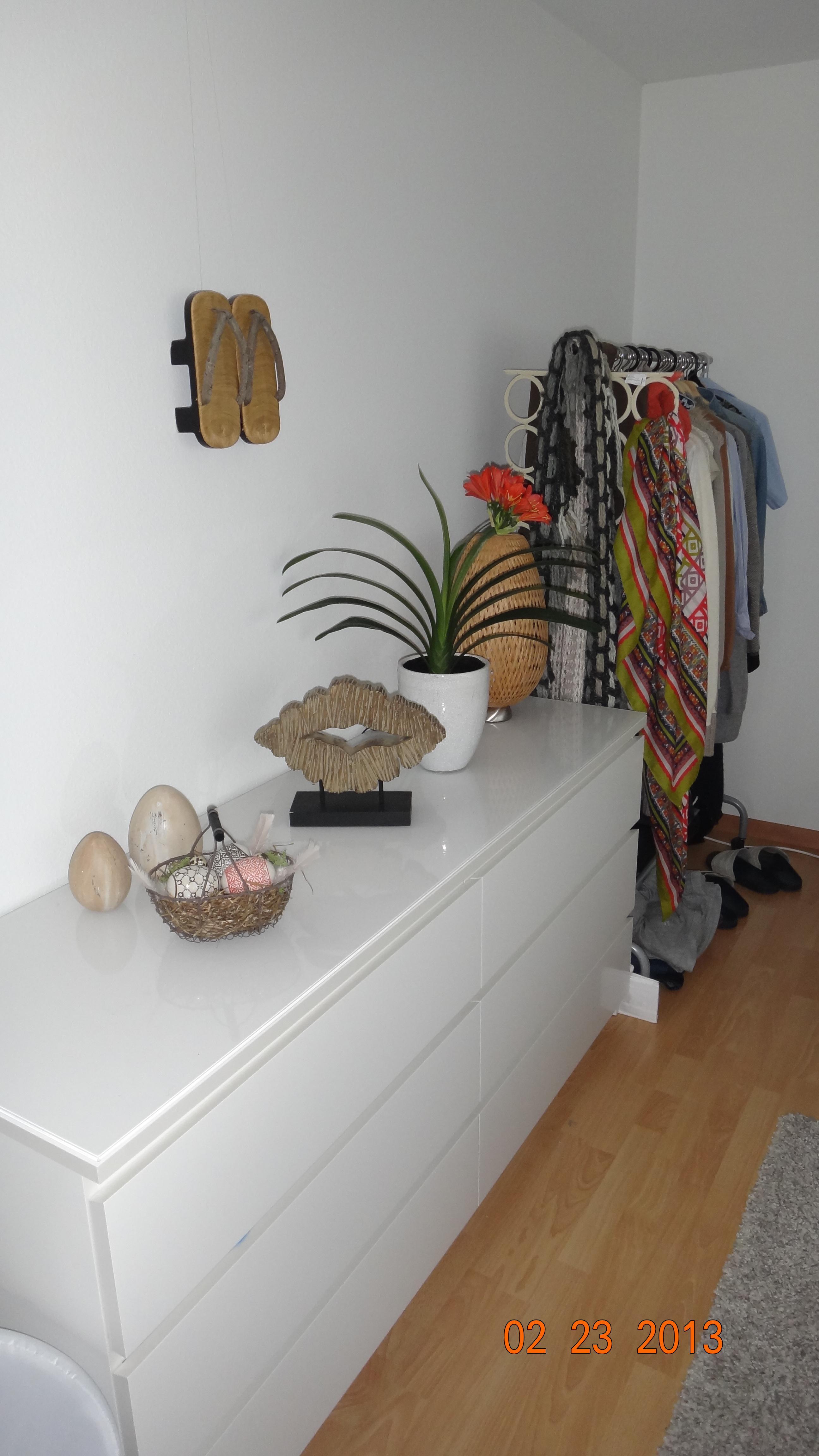 Kommode im Schlafzimmer #kommode #kleiderstange #gar...