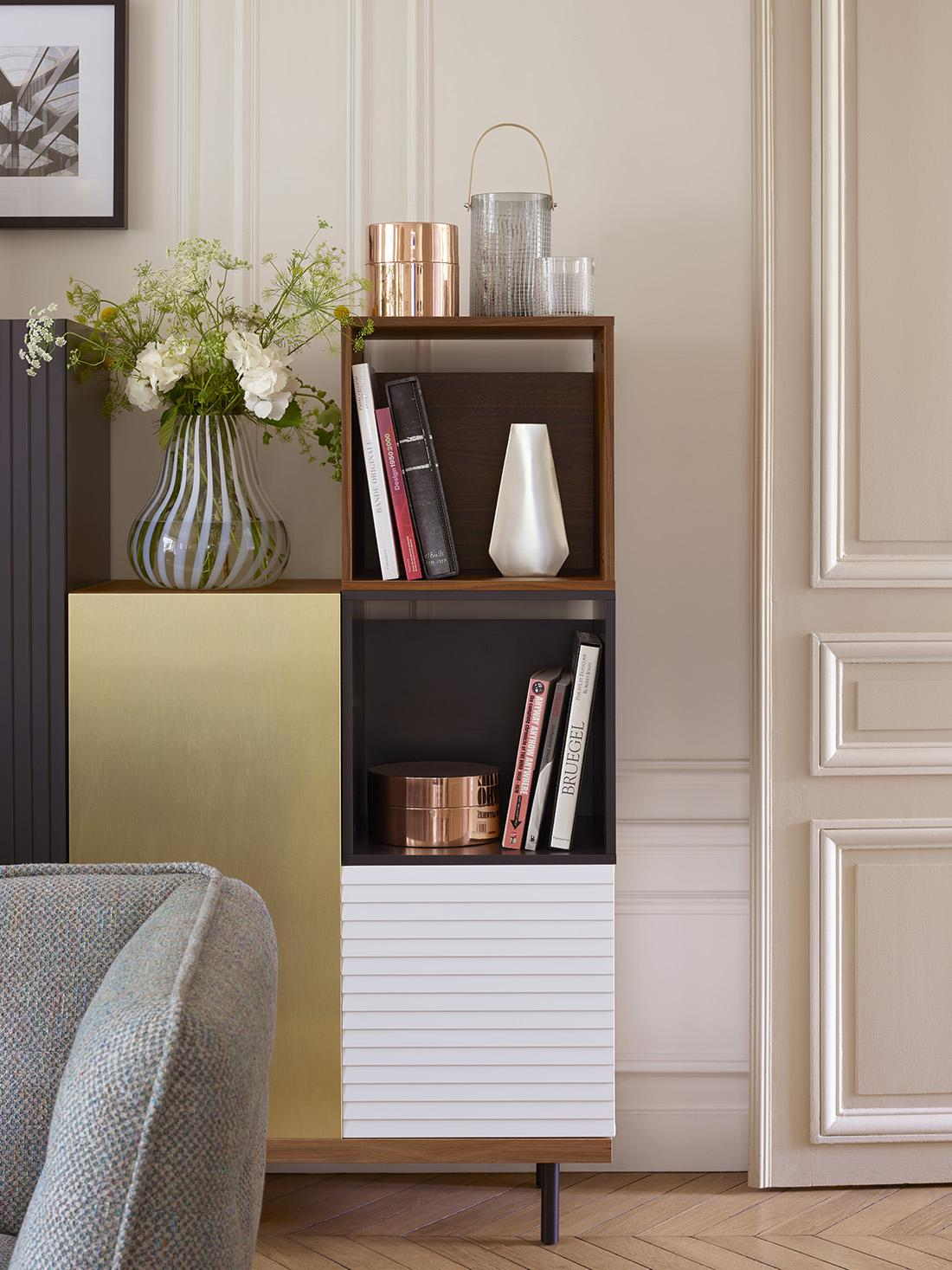 Charming Kommode Im Wohnzimmer #blumendeko #kommode #skandinavischesdesign ©Habitat Pictures